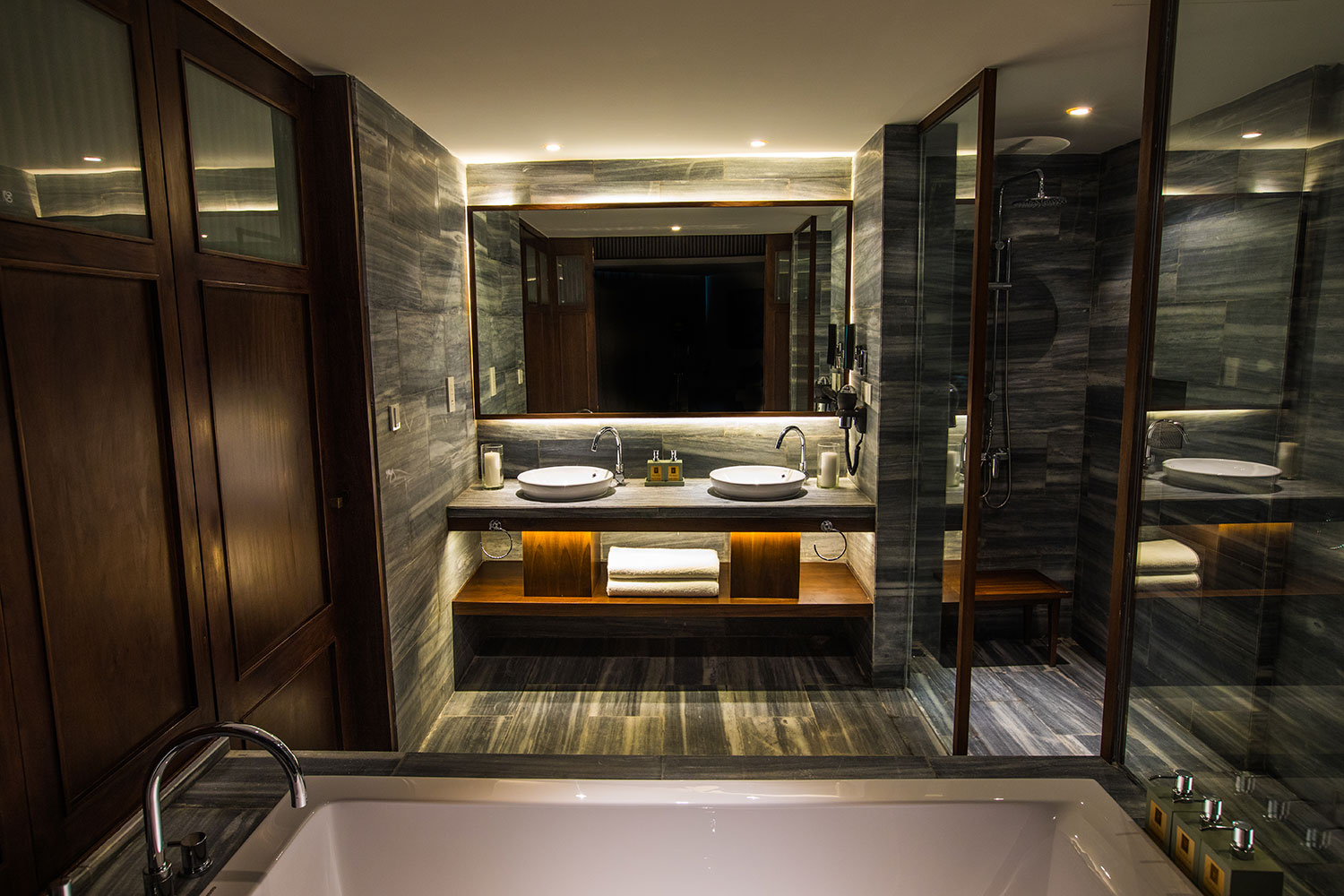 06-The-Anam--Deluxe-Collection---Bathroom.jpg