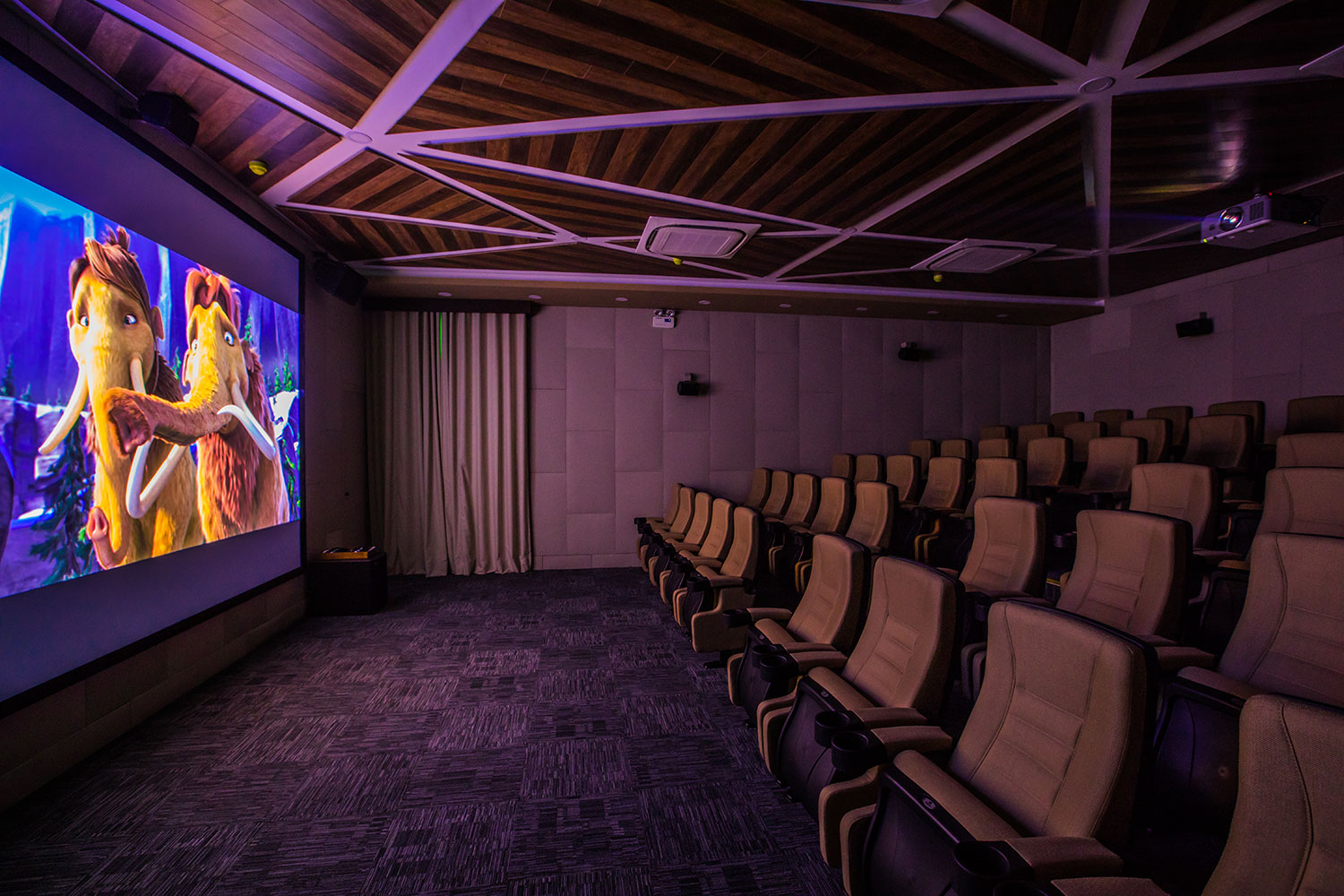 3D Cinema - The Anam is the first resort in Vietnam to feature a 3D Cinema. With seating for 60, the movie theatre screens a wide selection of movies daily.