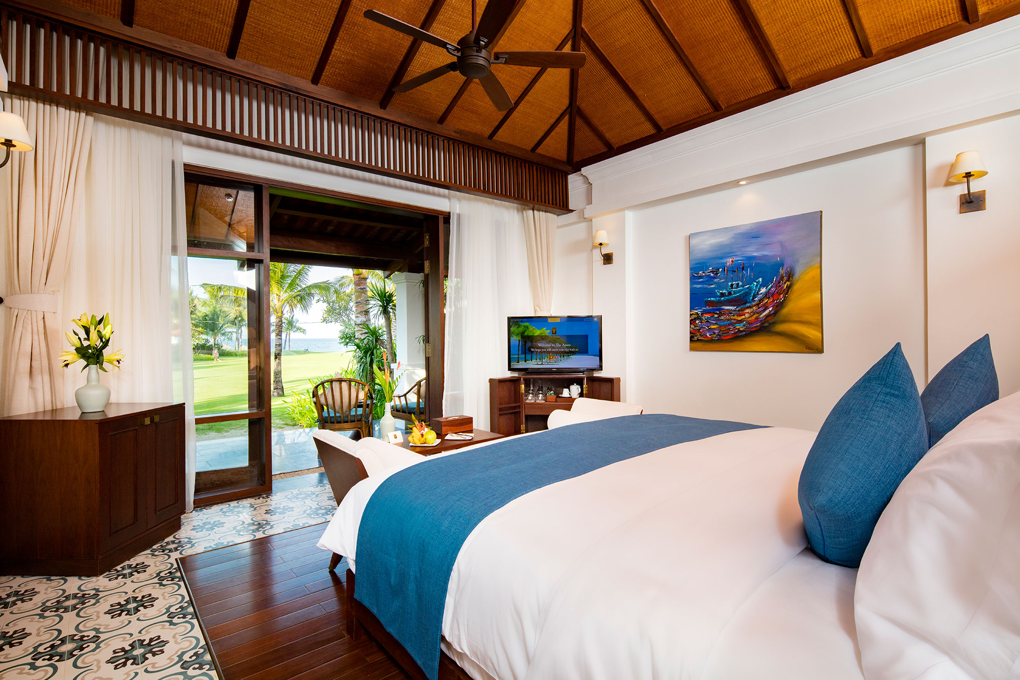Sea View Villa - Our Sea View Villas enjoy panoramic views of the golden beach and turquoise waters beyond and offer a private sweeping balcony or large ground-floor terrace surrounded by lush tropical foliage.The perfect place for some quiet time.