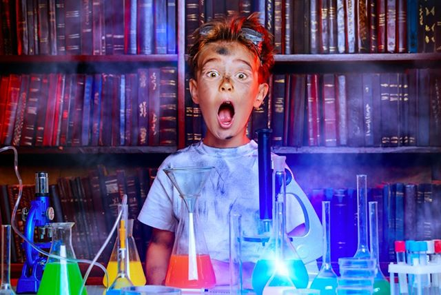 If you think he's excited here, wait until he tries chemistry in 4D. 🤯 👩‍🔬 Learning fundamental lessons like Chromatography, Static Electricity, Stalactites Cohesion, Carbon Dioxide (CO2), and more as Professor Maxwell walks him through each of the projects with step-by-step instructions as the pages come to life!