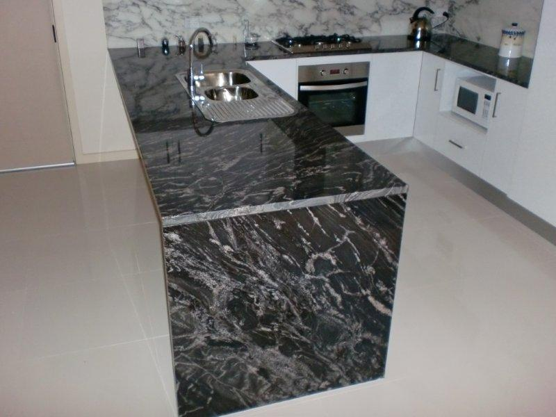 Splashback - Arabescato Marble / Benchtop - Blackforest Granite