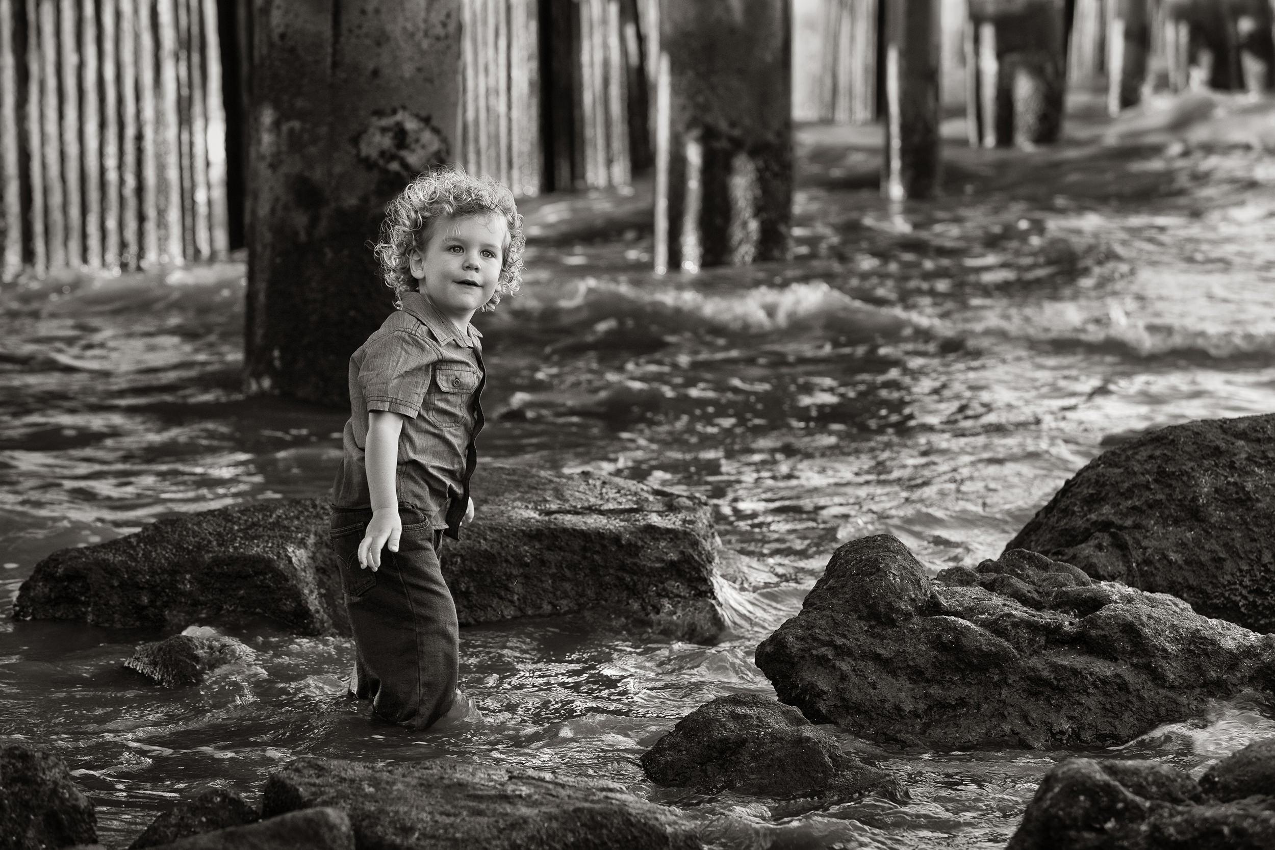 black and white beach portrait of boy-free portrait tutorials.jpg