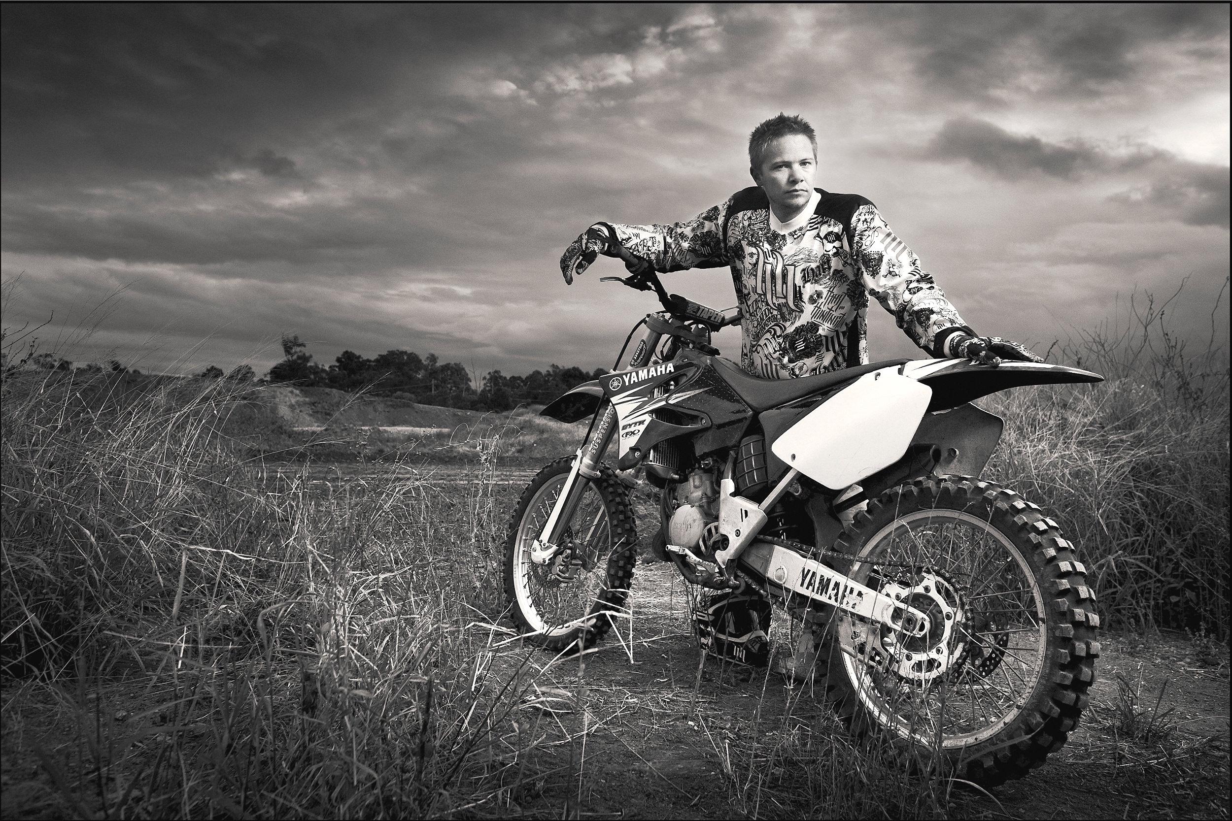 Tutorials-moto-cross-bike-flash-ambien-light-mix.jpg