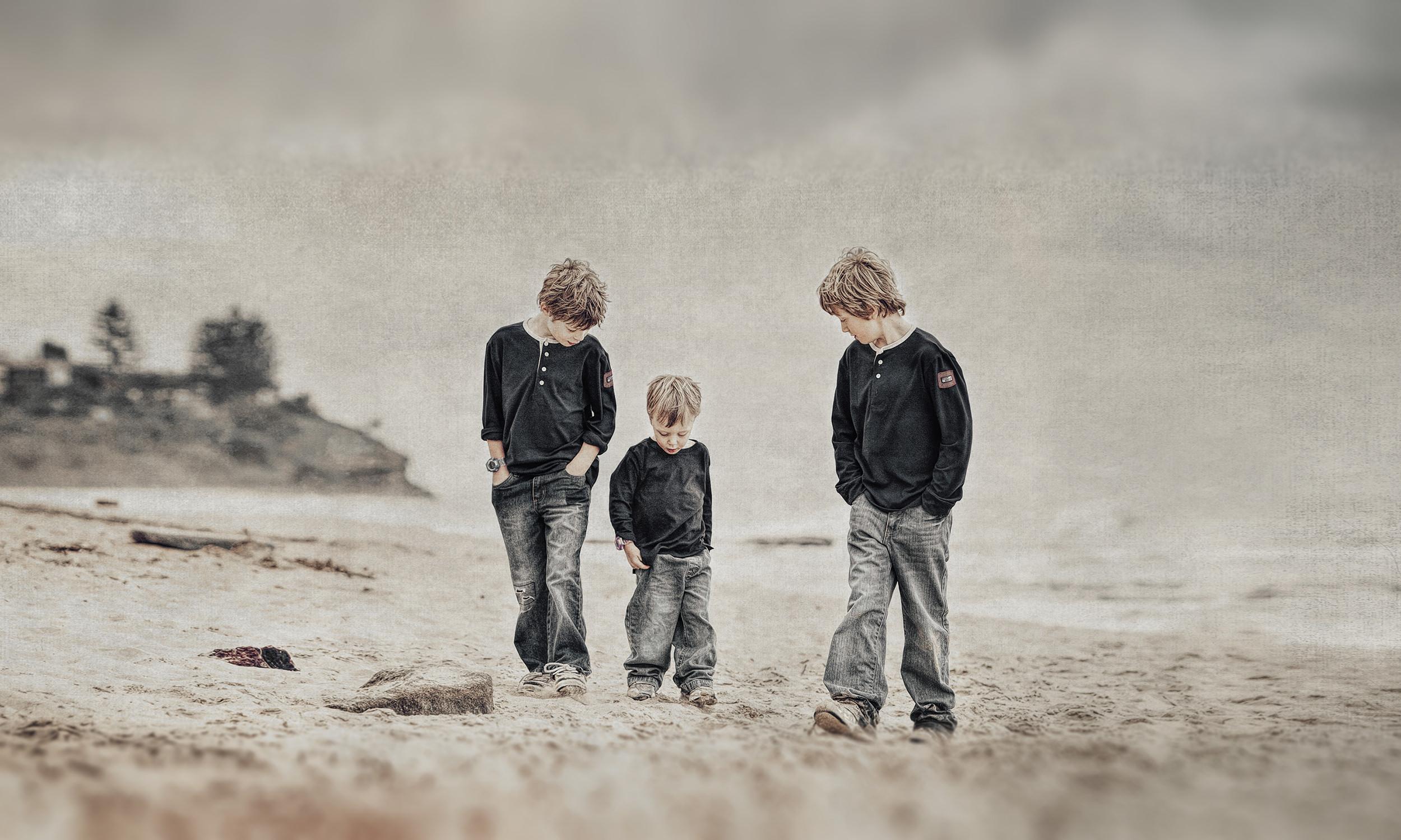 Gallery-boys-beach-portrait-natural-light-portrait.jpg