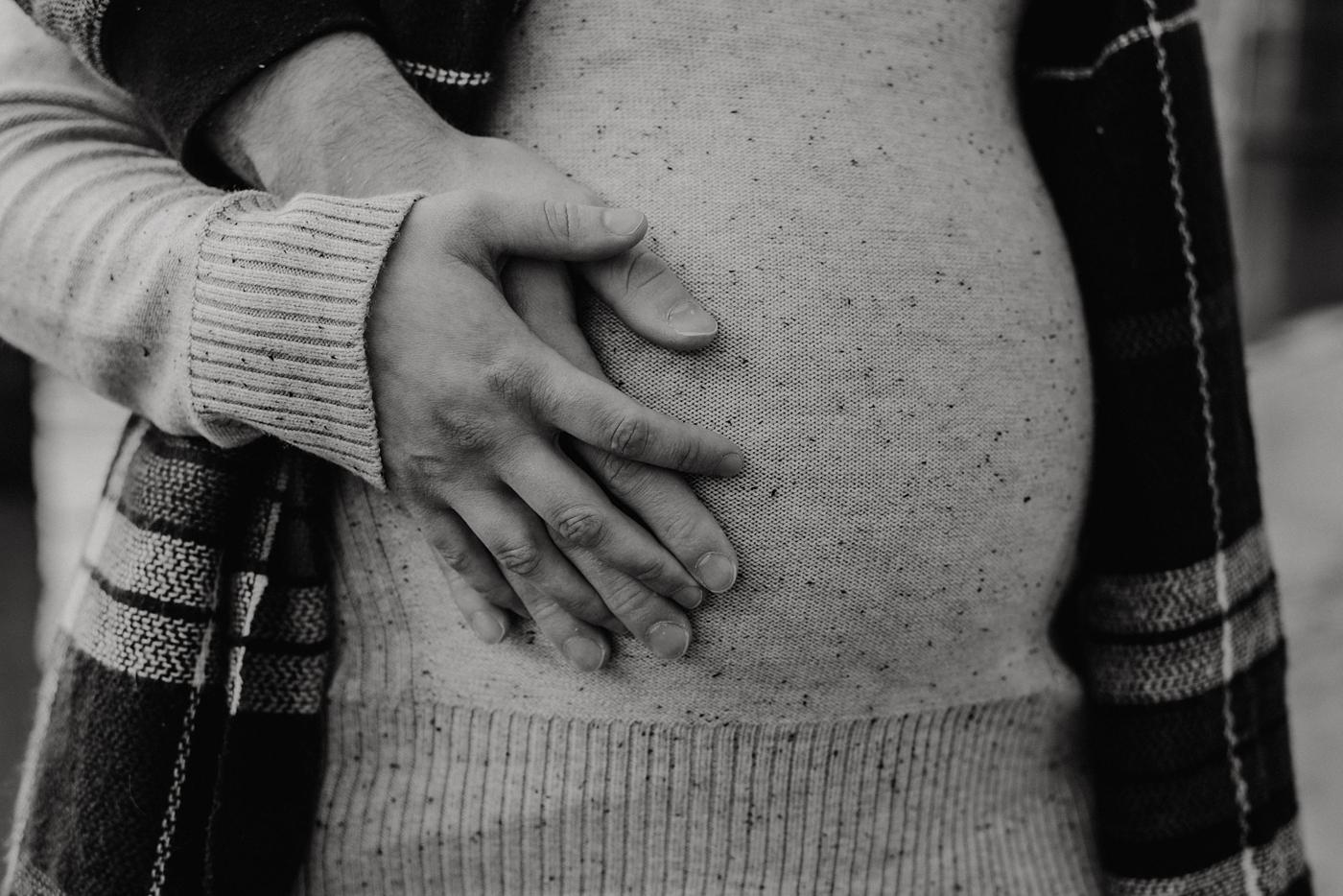 Fraser-River-Outdoors-Maternity-Photography_0012.jpg