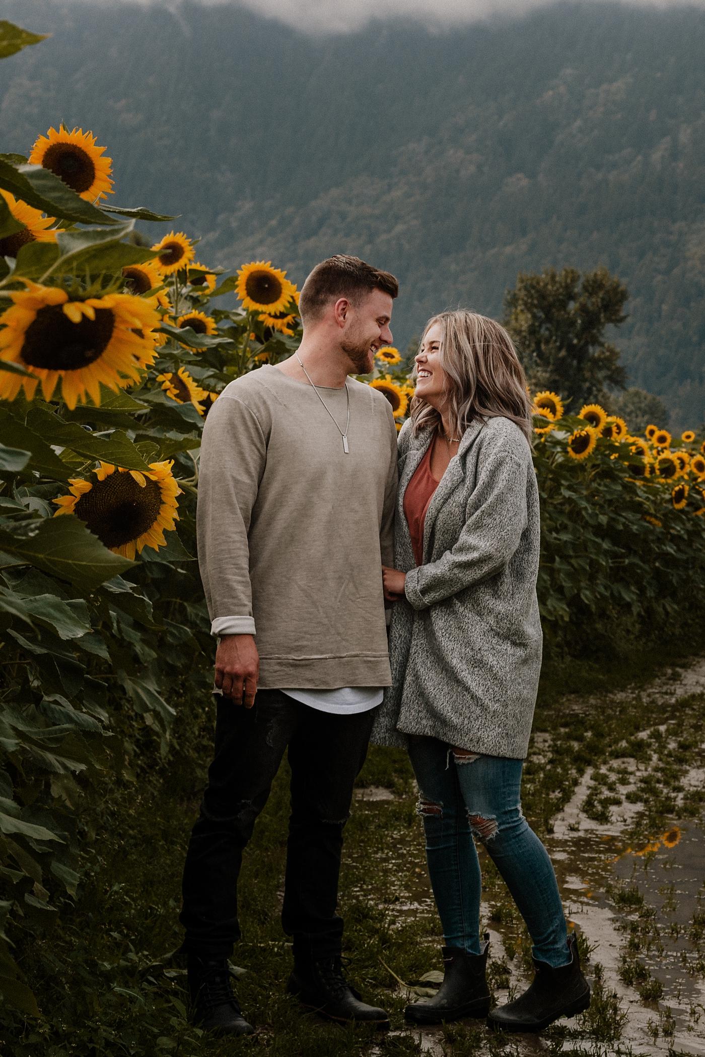 Beautiful-Sunflower-Couple-Photography_0001.jpg