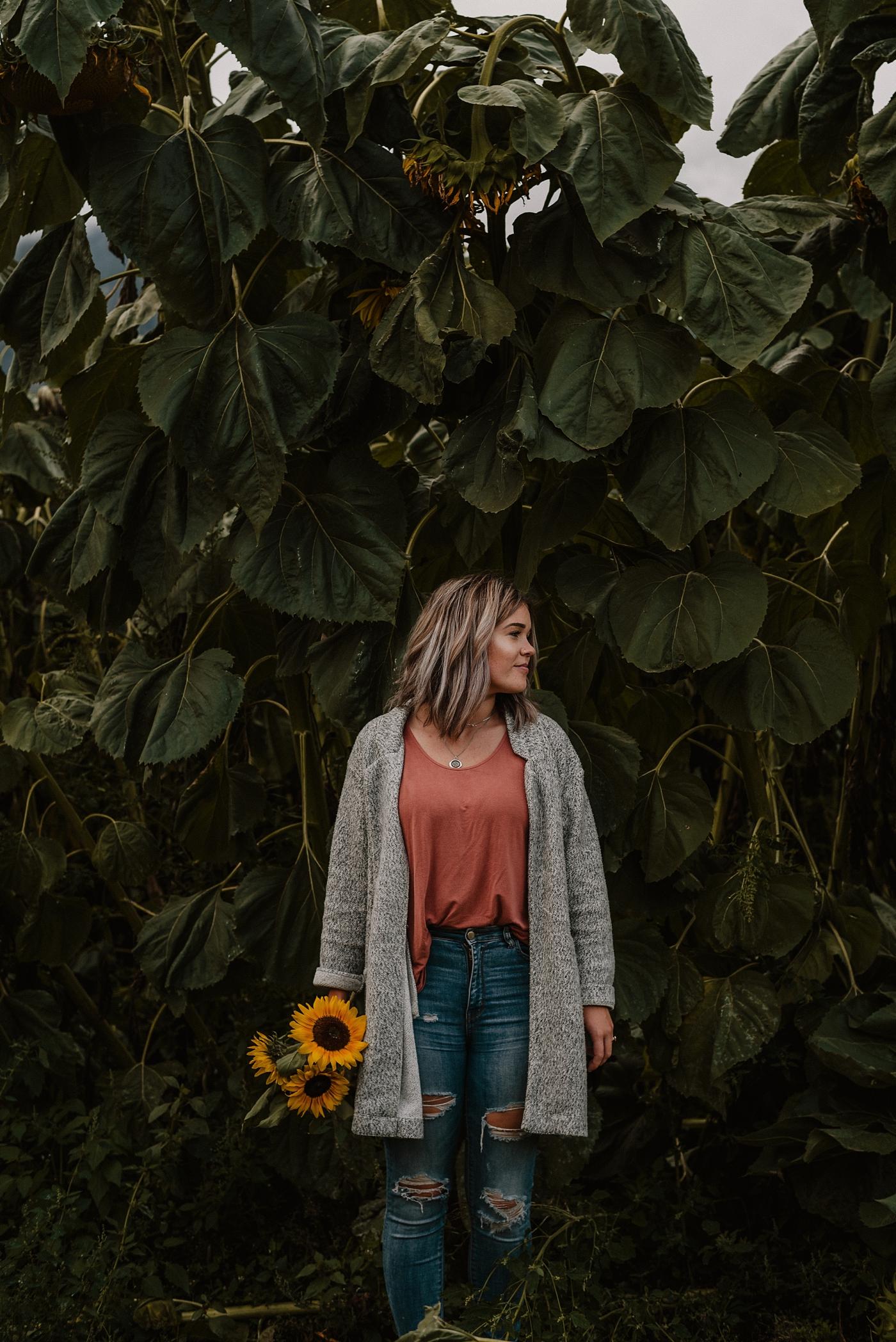 Beautiful-Sunflower-Couple-Photography_0021.jpg