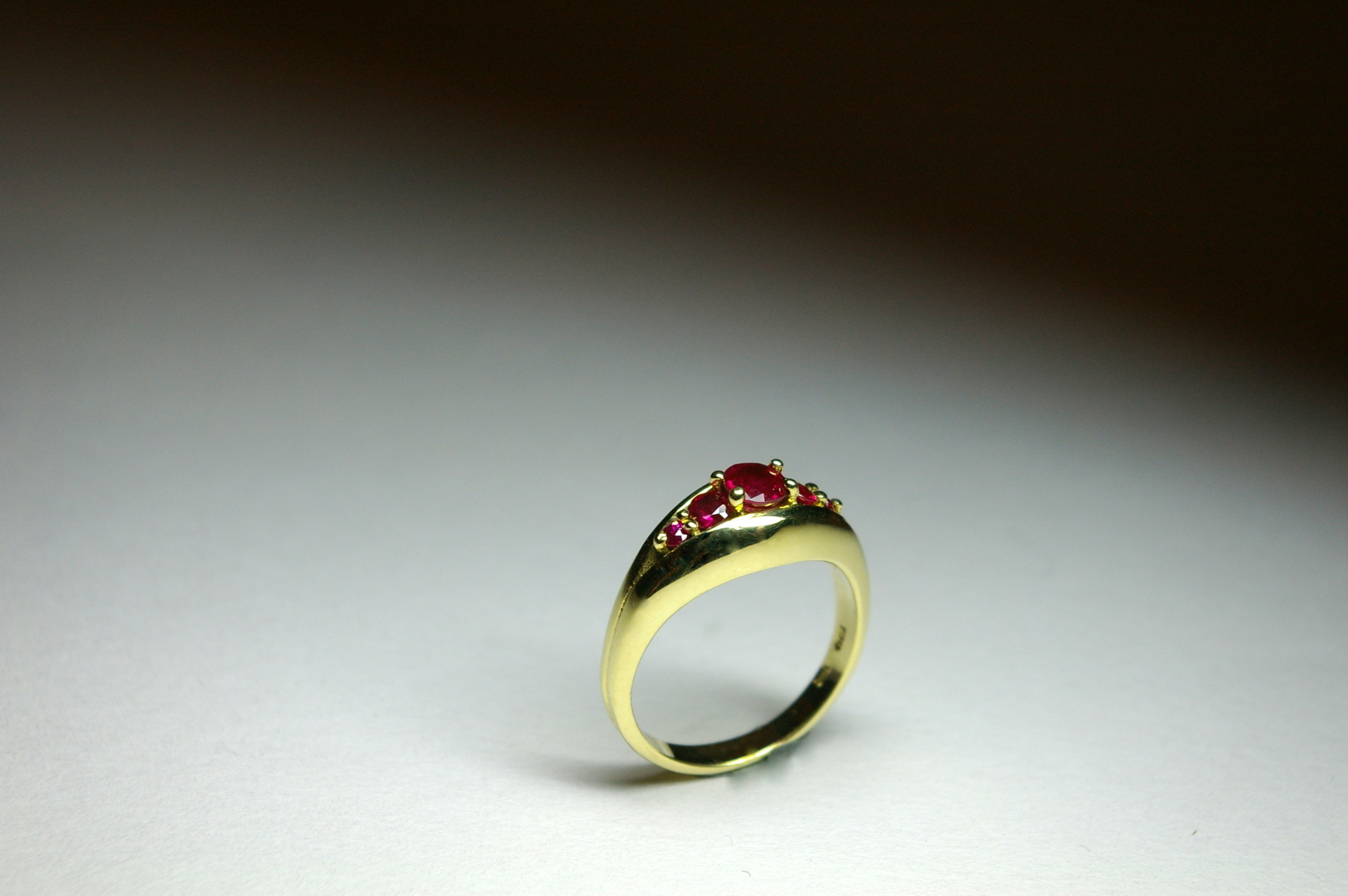 18 Karat Yellow Gold Ring, Set with Rubies
