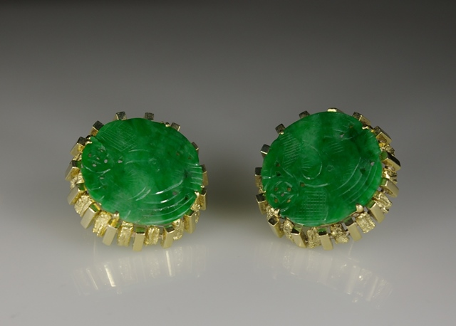 18 Karat Yellow Gold with carved Jade