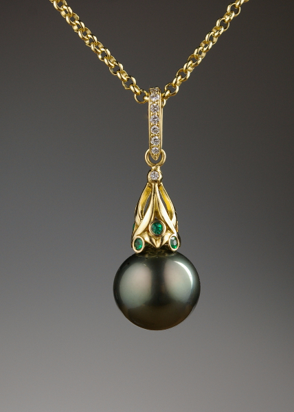 pendant-black-pearl-design-by-kevin-glenn-crane-for-crane-jewelers-ltd-all-rights-under-copyright-are-reserved-2016.jpg