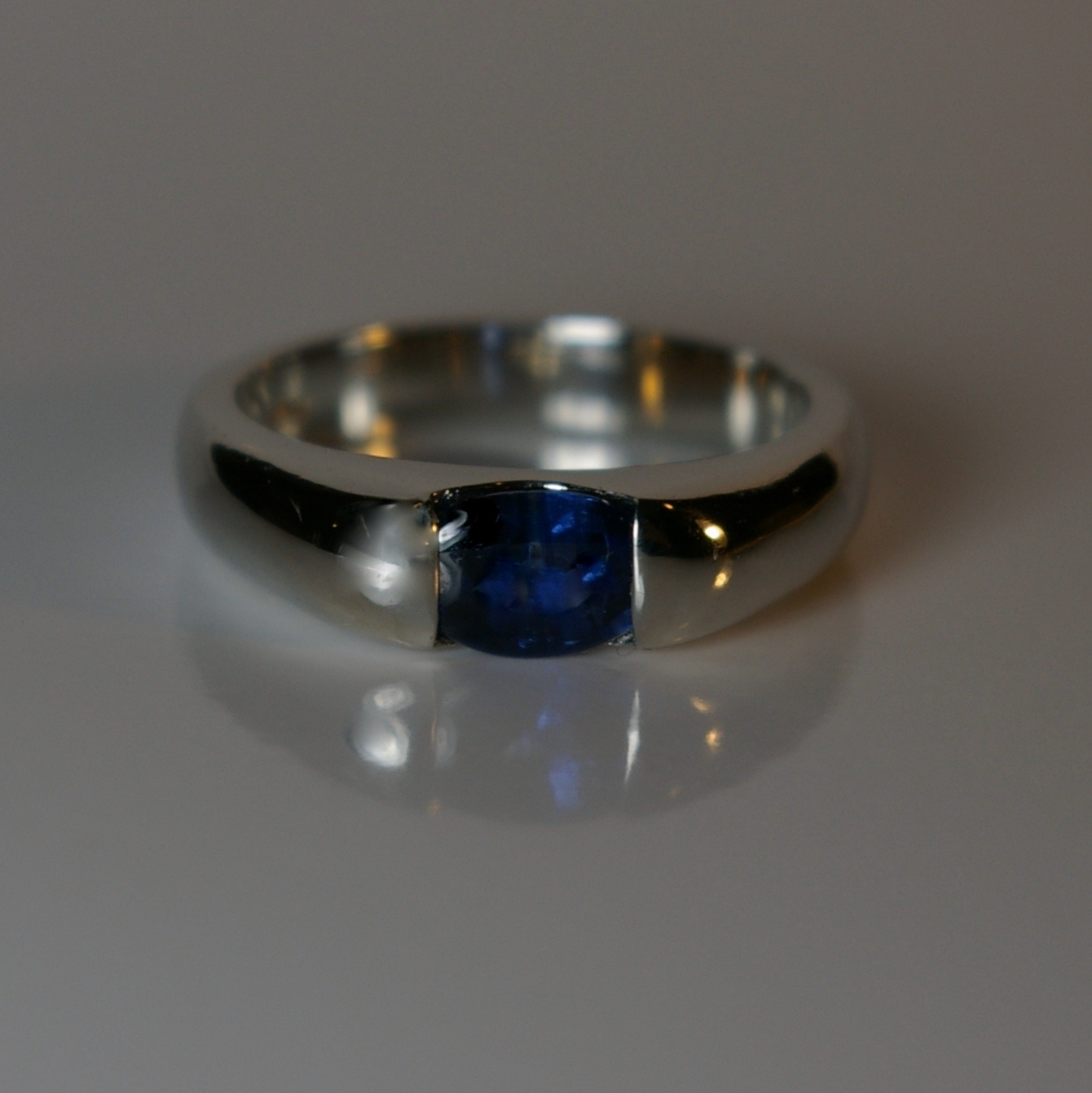 Platinum band with Sapphire 1.22 carats