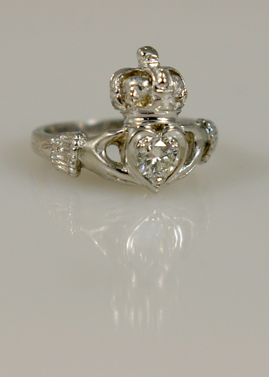 Claddagh ring white gold