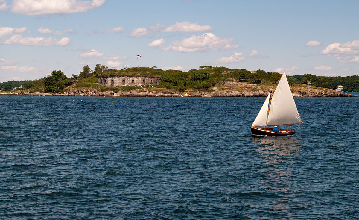 Fort_scrammel-on-house-island_cascobay_bay_2012-Wiki.jpg