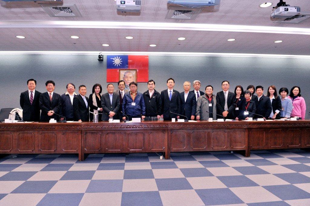 無黨籍當選臺北市市長的柯文哲,在就任3個月後,隨即把大陸小組升級至市長轄下管理。圖片提供:臺北市政府