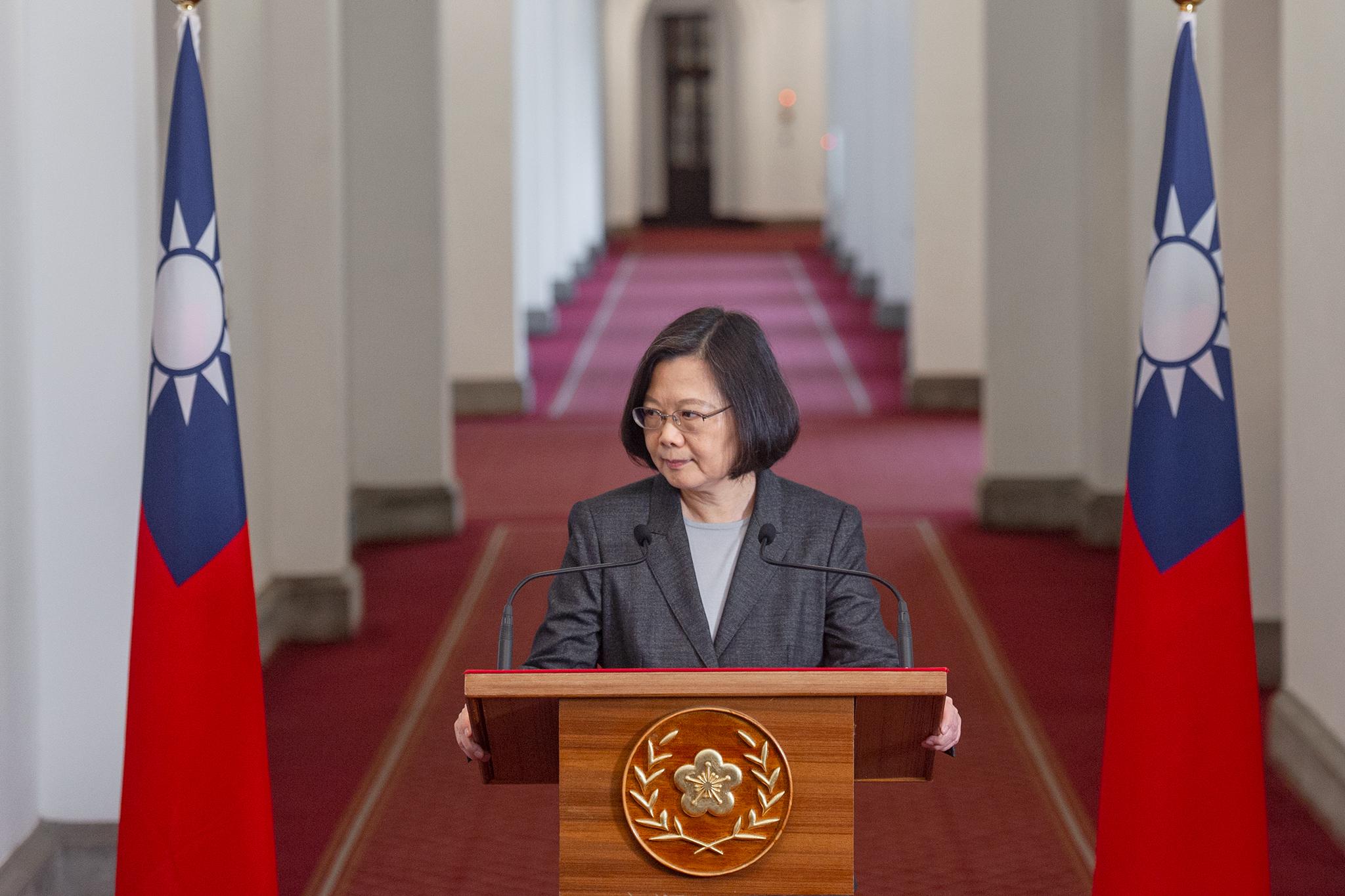 筆者認為,目前台灣人跟美國人面臨的共同危機,就在於蔡英文的中華民國政府。圖片來源:Taiwan Presidential Office/Flickr