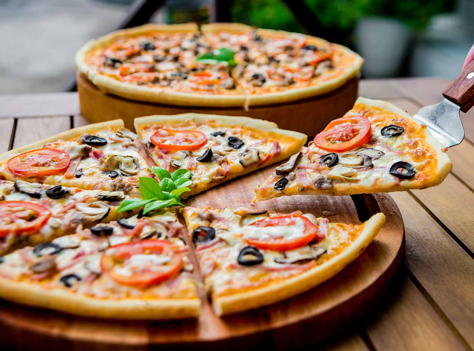 RÖMISCHE FERIEN - Urlaubserinnerungen werden wach, wenn wir Sie mit frischen Zutaten in unserer Kochschule auf ein paar italienische Stunden einstimmen.
