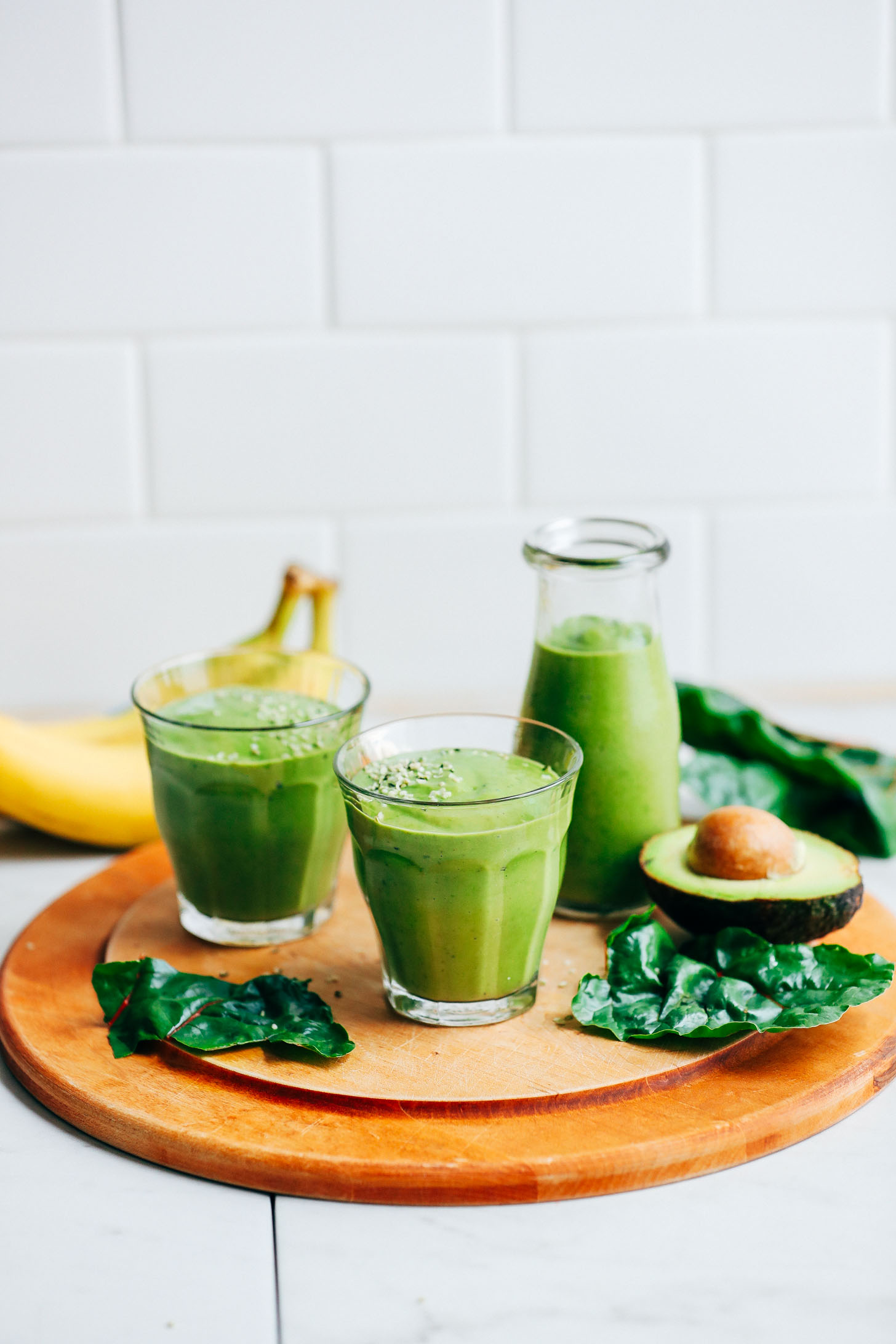 CREAMY-Avocado-Green-Smoothie-5-ingredients-GREEN-SO-healthy-satisfying-vegan-banana-plantbased-smoothie-greensmoothie-avocado-glutenfree-179.jpg