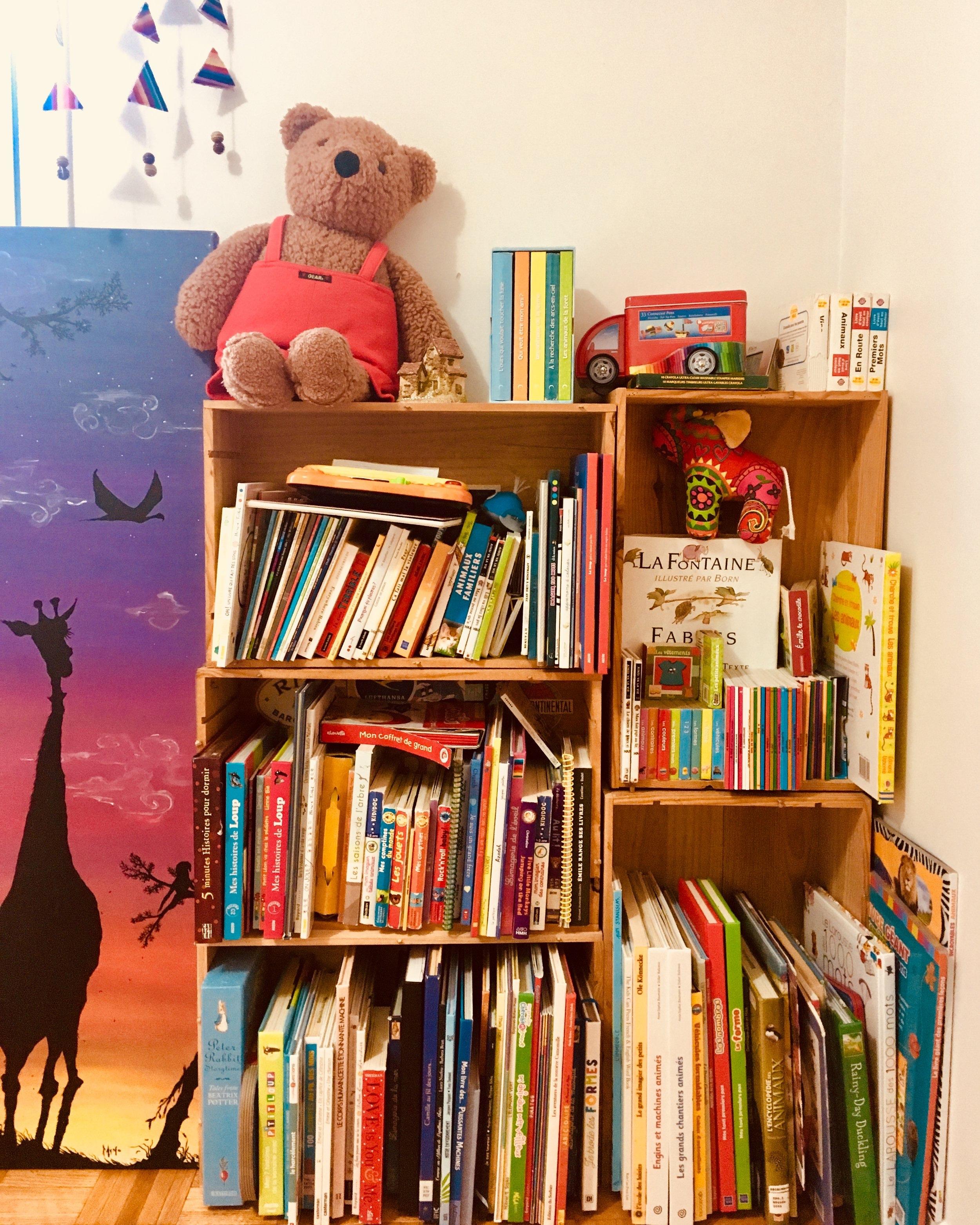 Kiosques - La librairie Les Passages, les bibliothèques ainsi que certaines maisons d'éditions seront sur place tout au long de la journée pour vous présenter leurs coups de coeur littéraires et vous faire rencontrer des auteurs et autrices de la littérature jeunesse.