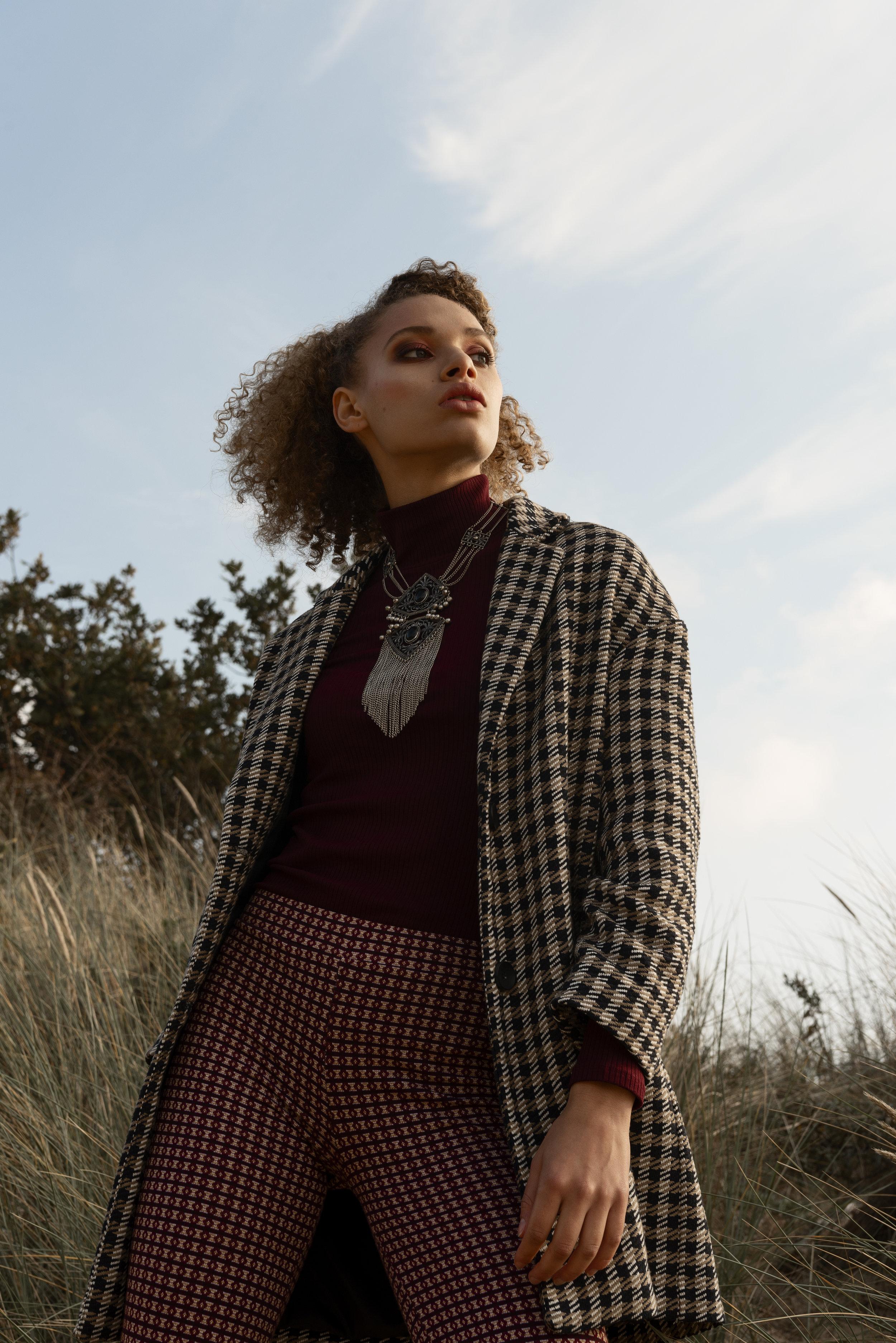 Turtle neck Mango, jacket Zara, necklace stylist wardrobe, pants Pull&Bear.
