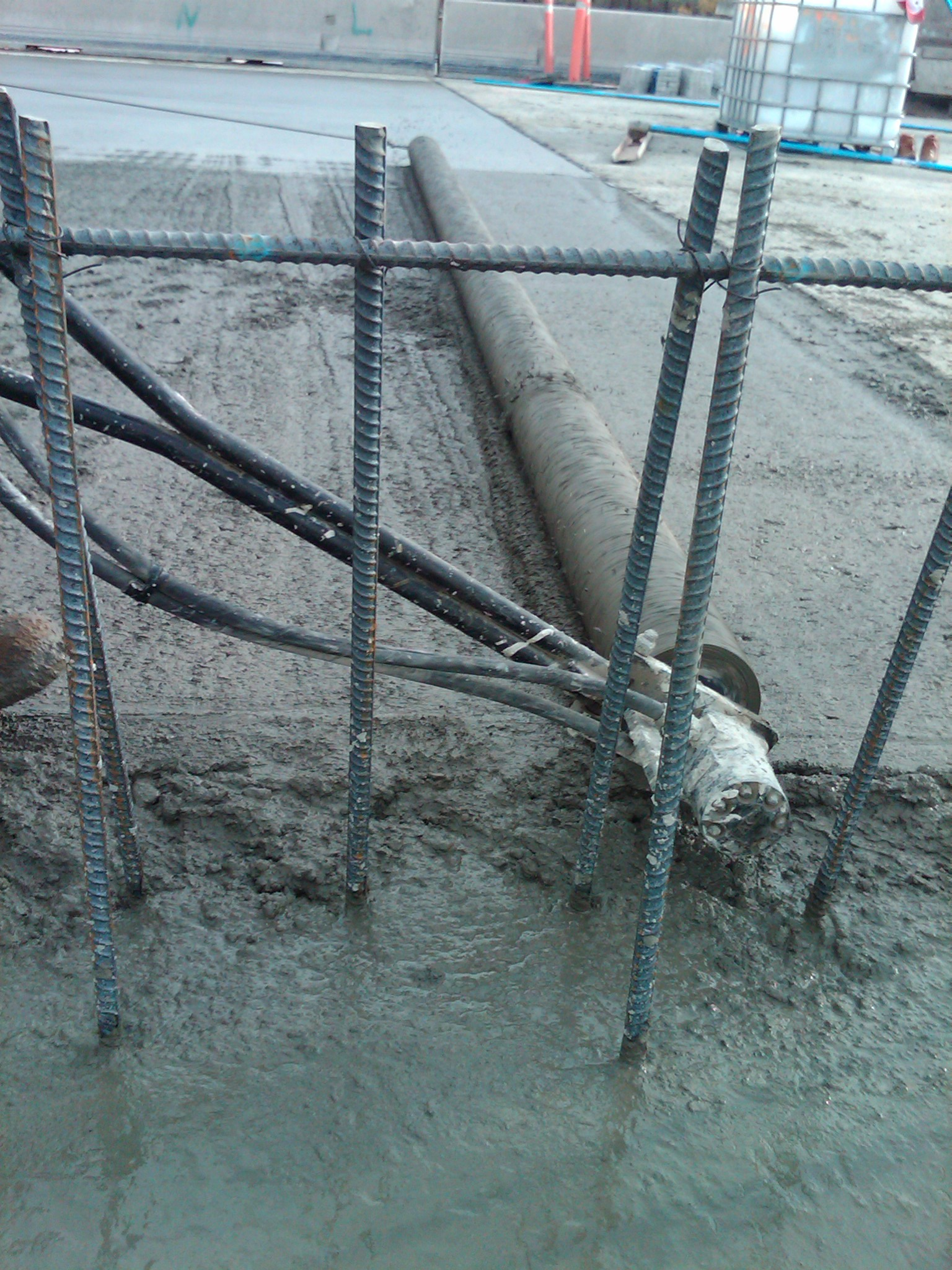 Roller Screed running on screed pipe and chair system