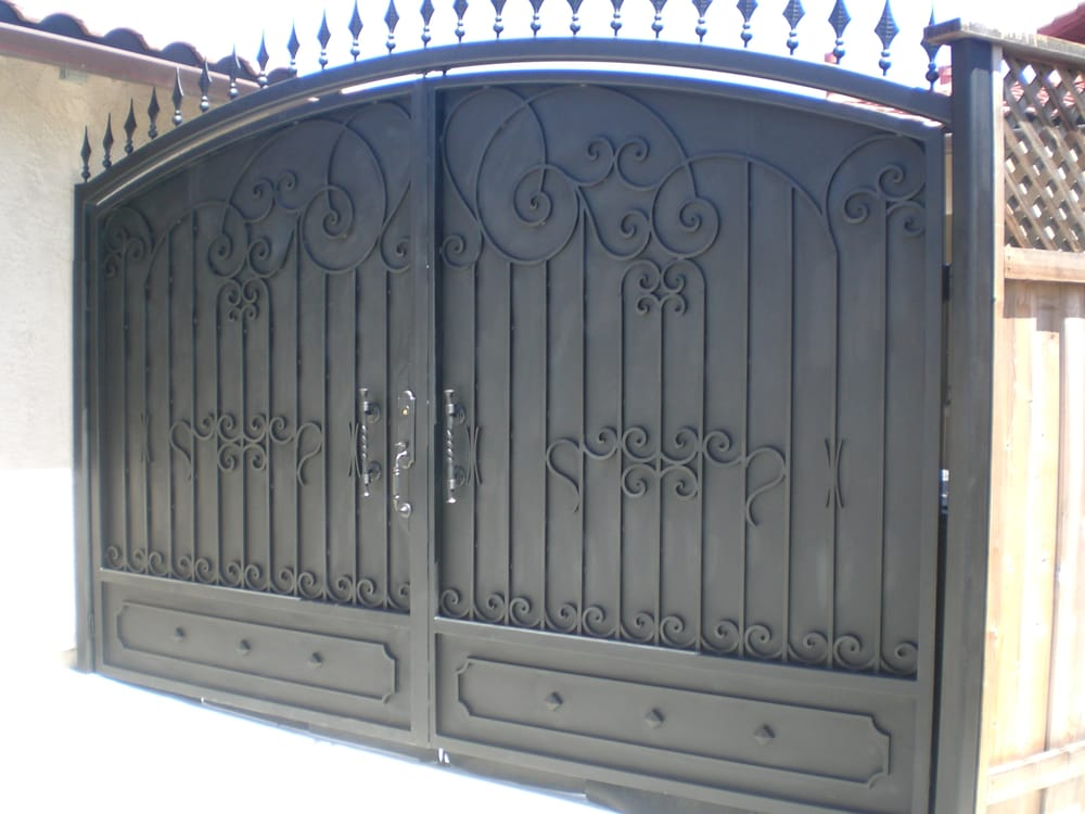 Gate Black