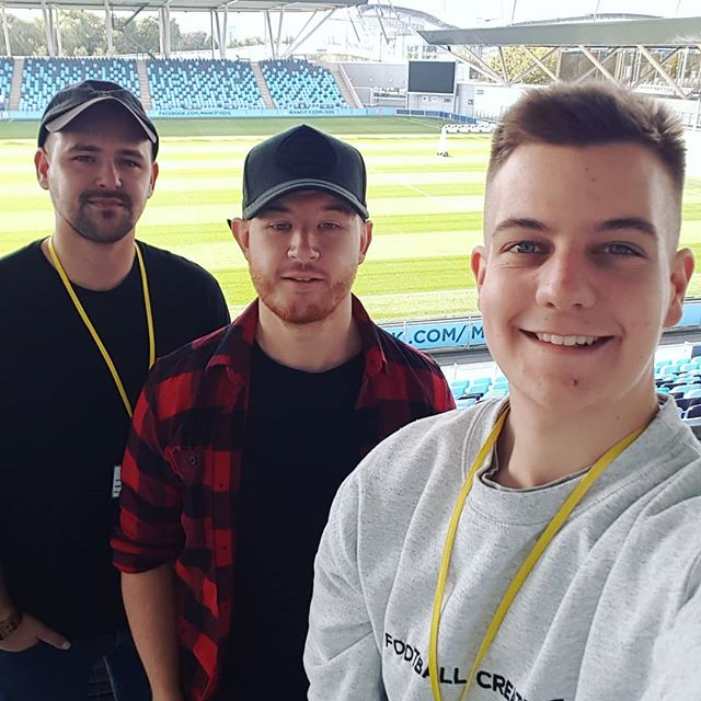 Last week I got to hand out with @danny_motion and @matroff at the Man City Academy ground. Incredible facilities. It was great to chat with Danny, he's already got me into motion design and after effects. This episode had an instant impact. A week on from recording it I've created 3 illustrated gifs and 2 podcast promos. Great chat. - #markthewaffle #creativewaffle #deepdesignthinking #branding #creative #support #podcast #podcasttour #graphicdesign #designer #graphicdesignlife #design