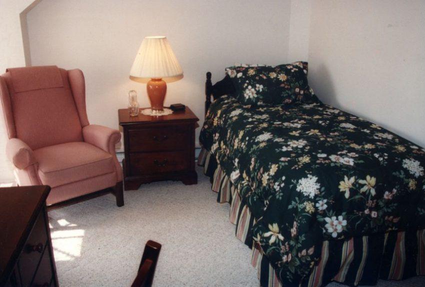 Hope Recvoery Manor bedroom.jpg