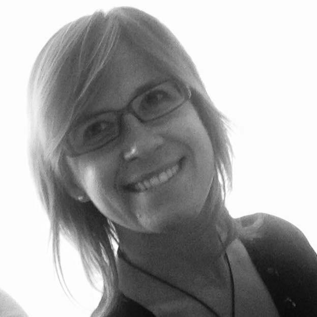Elisa Pezzi - Direttore di coro, musicoterapeuta, formatore della F.I.M. e dell'A.P.M.M. Giulia Cremaschi Trovesi e insegnante presso Associazione Culturale Orchestra Crescendo