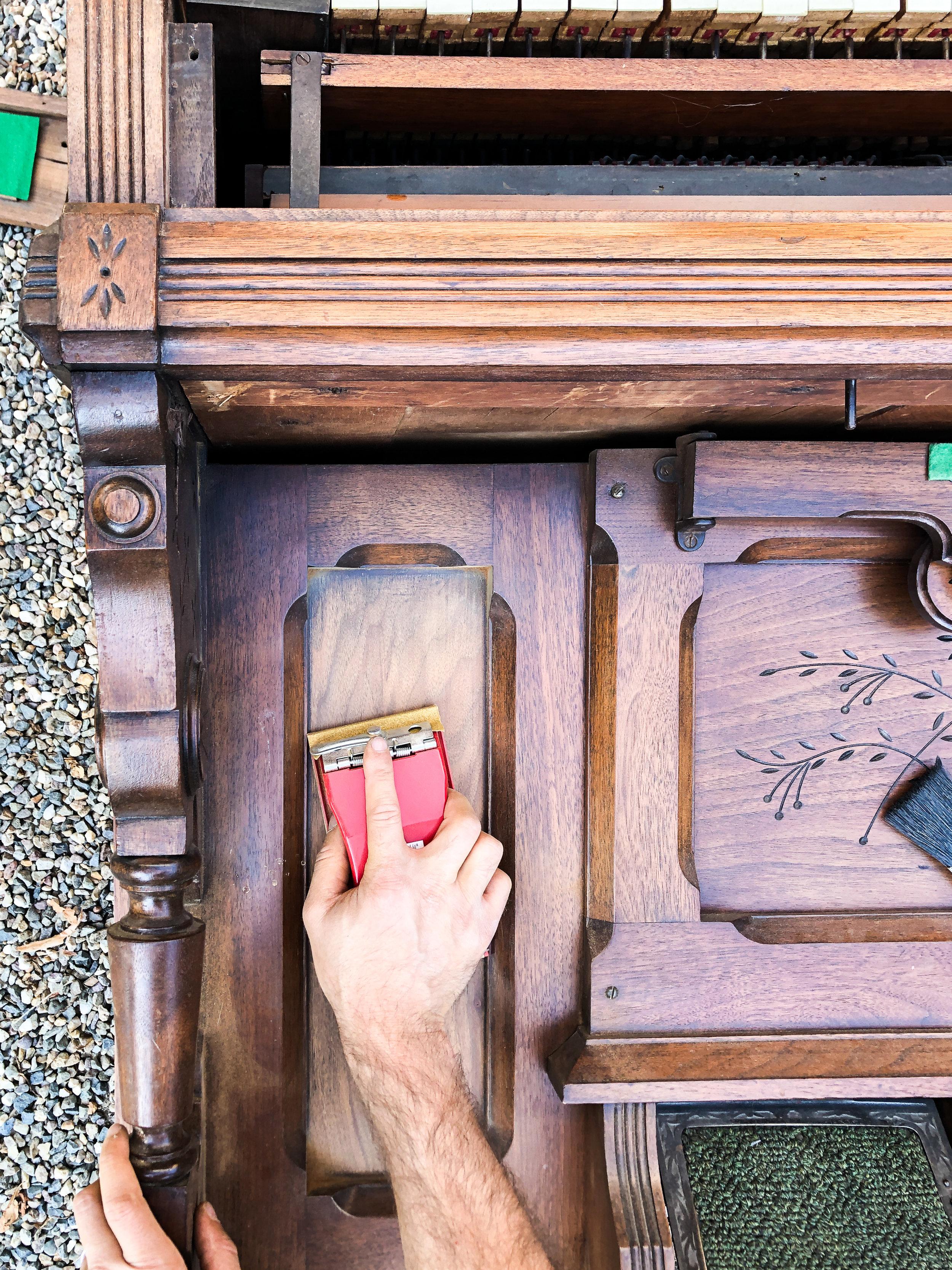 two tone wood stain | zar oil base silk grey | happilycuratedchaos.com