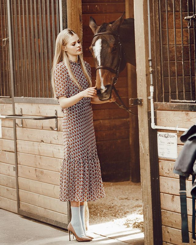 Work 🐎 As seen in En Vie mag MUA @pjj666  Hair @janisbekkering Muse @lizkumquat @familymanagement 📸 @nanae.nn Shoes @turnaboutluxuryresale