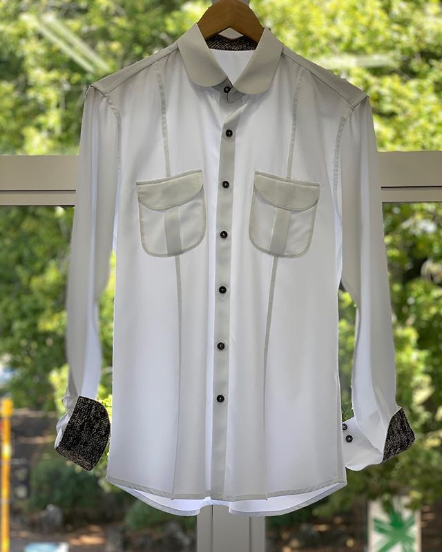 Signature shirts with handcrafted mother-pearl buttons