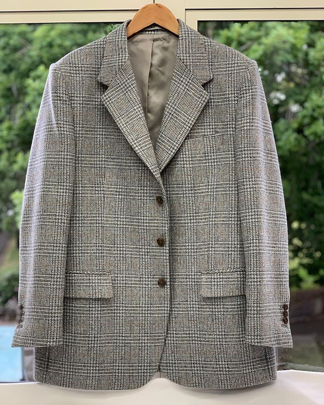 Woolen tweed jacket for the cold weather.