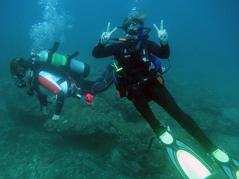Emma First Dive_5.JPG