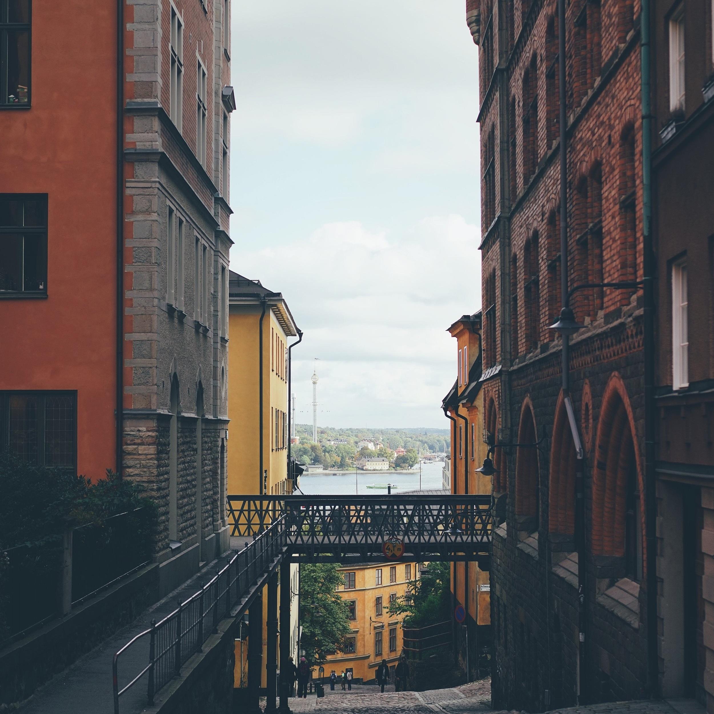 ÖST - Här hittar du våra egna och svenskarnas bästa tips på vackra omvägar, loppisar, bad och barnvänliga platser med mera i östra Sverige.