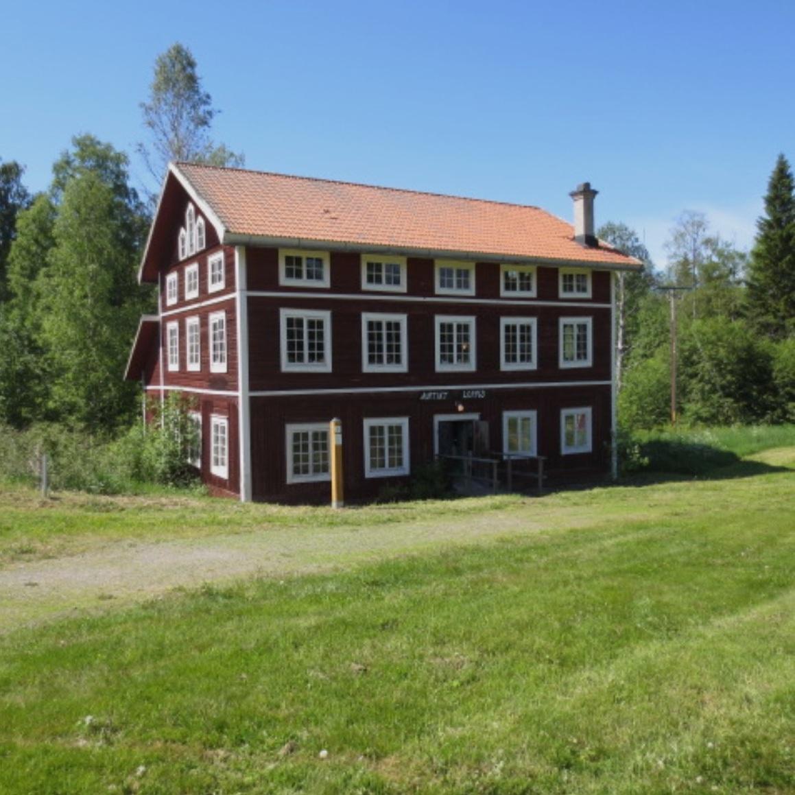 LOPPIS - GRANINGE BRUK, VÄSTERNORRLANDGraninge Bruk är ursprungligen ett järnbruk. Idag drivs här, utöver en antik- och modernthandel, en stor loppis med massor av prylar och möbler.För information:http://www.graningebruk.com/