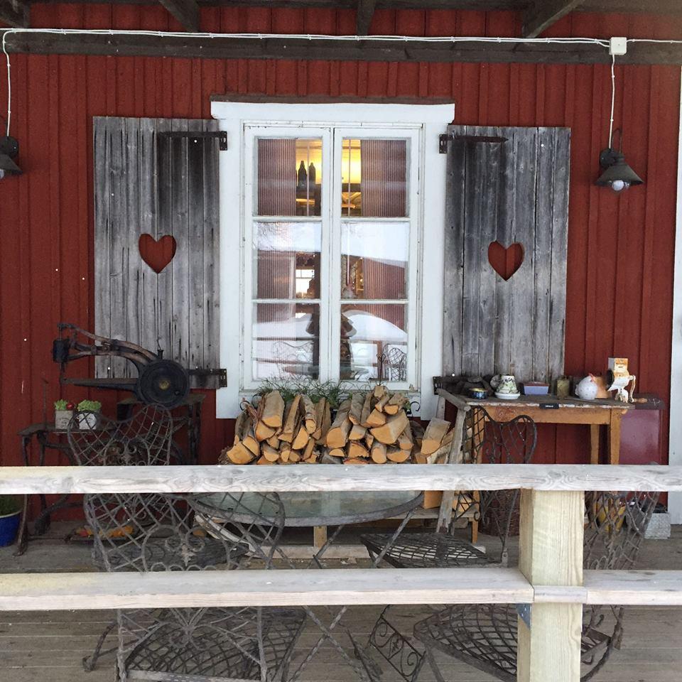 ANNAT - UPPTÄCK EN NY GÅRDSBUTIKÅbrånets Limousin är en gårdsbutik, restaurang och kafé belägen i vacker lantlig miljö vid Hörneån. Förutom lantbruk finns här även försäljning av gårdens egna delikata limousinkött och korv.Tips inskickat av: Visit Umeå