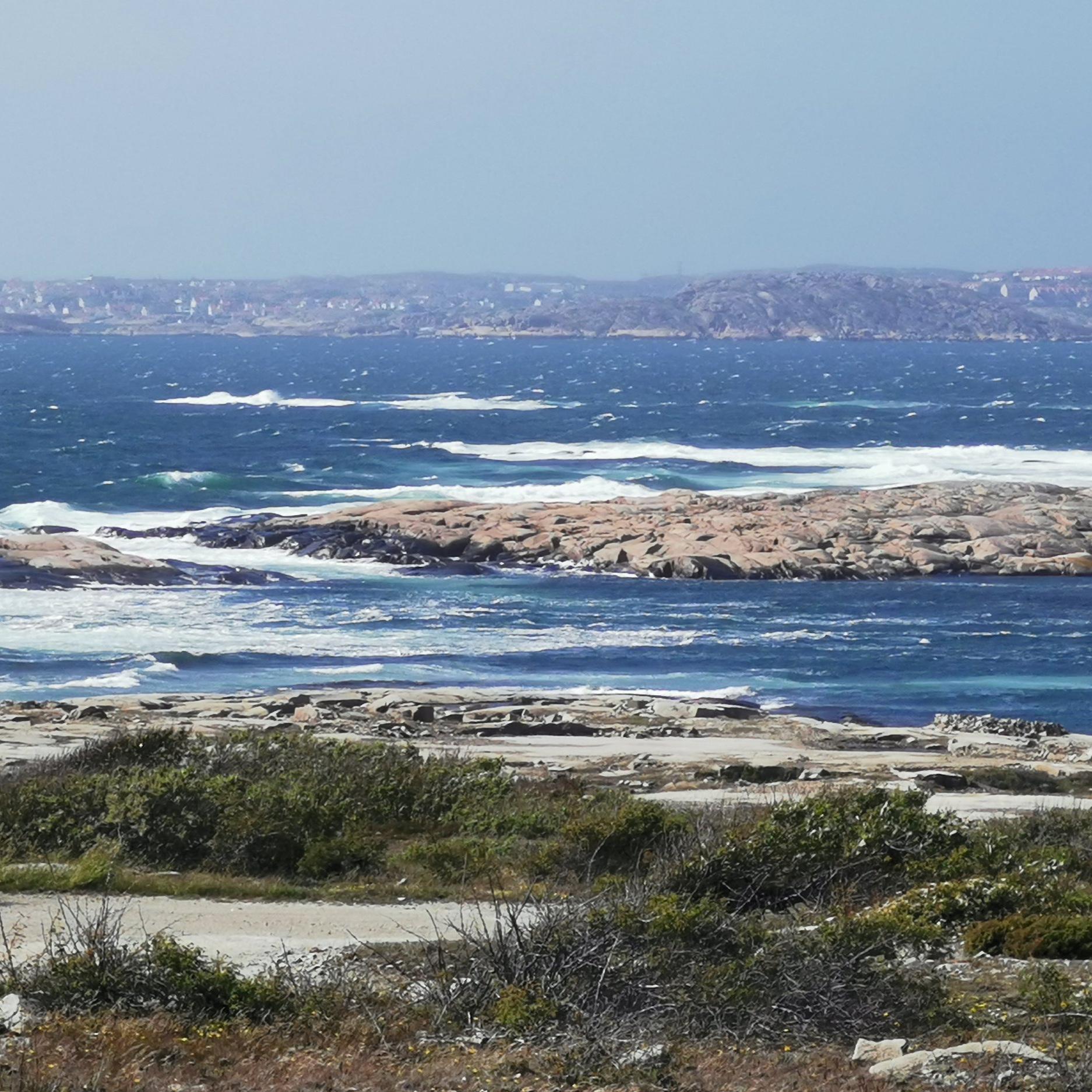 natur - BOHUS MALMÖNBohus Malmön är en vacker ö när man ändå ska ut till Kungshamn/Smögen att besöka med höga vågor och havet runt om. Små samhällen på ön med mycket att se. Denna ö går det en bilfärja till och den är värd att besökas för den som vill uppleva något vackert.Tips inskickat av: www.instagram.com/lis1b/