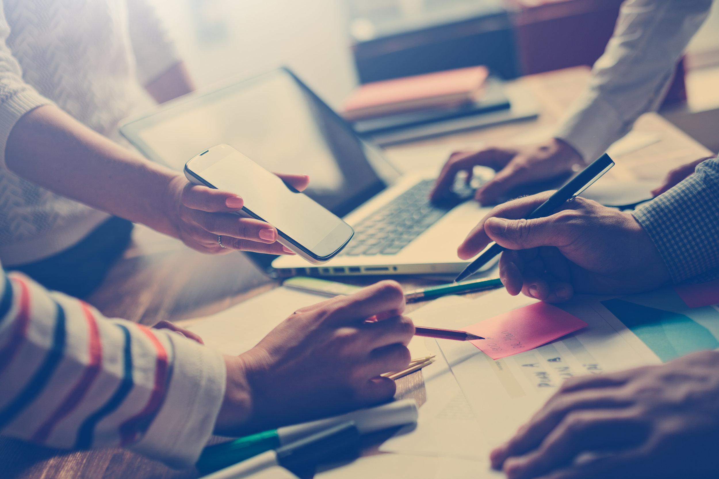Ons team - Bij Intensoplus Geleen werken medewerkers met verschillende achtergronden: pedagogen, psychologen, leraren basisonderwijs, docenten voortgezet onderwijs, remedial teachers, dyslexie-, gedrags-, ontwikkelingsspecialisten en kindertherapeuten. Door deze brede expertise zijn wij in staat onze kwaliteit te waarborgen en een groot aanbod van diensten te leveren.