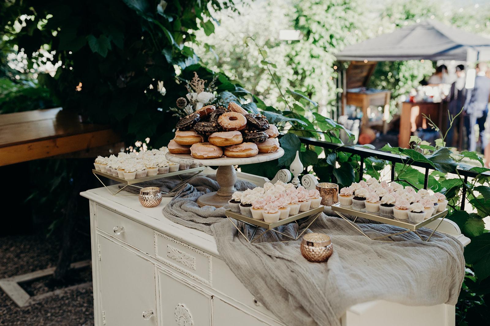 Kelowna Wedding Donuts and Cupcakes.jpg