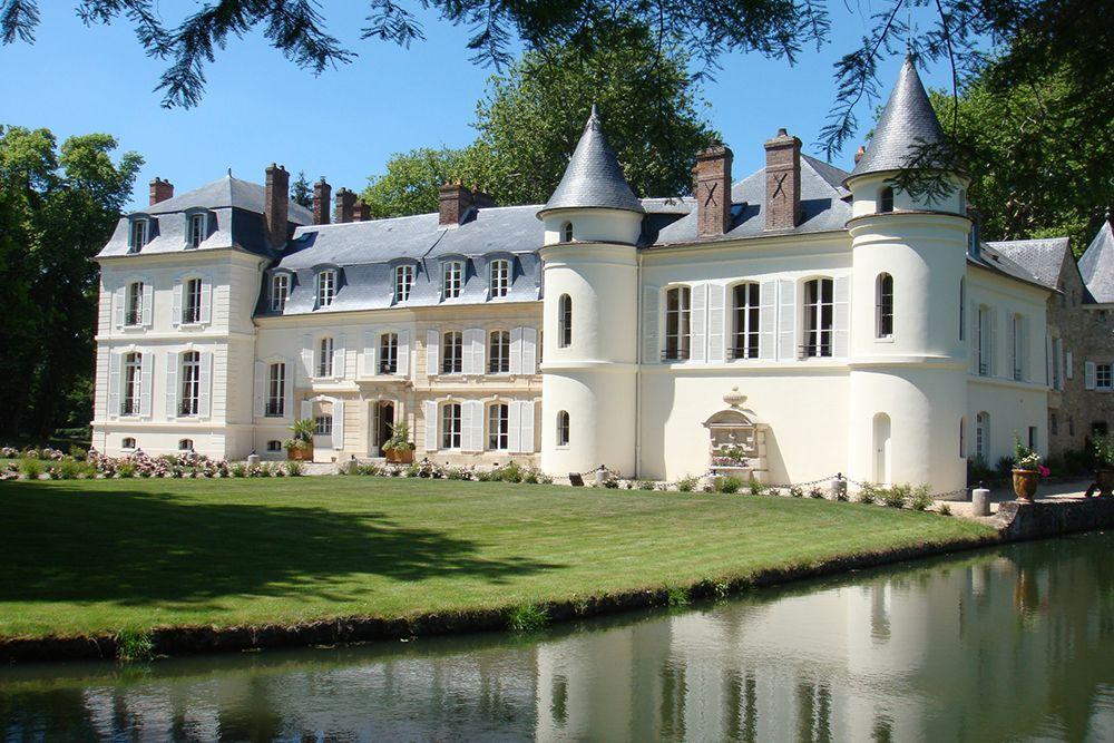 Belgium castle wedding.jpg