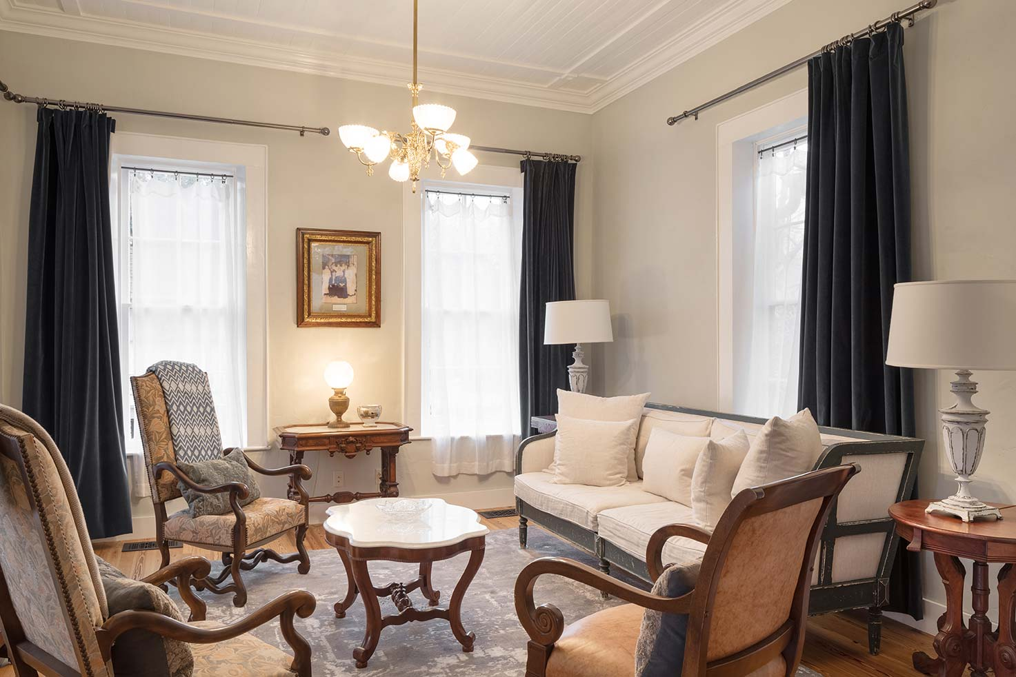 blacksmith-quarters-fredericksburg-realty-texas-commercial-real-estate-for-sale-wedding-livingroom-investment-venue.jpg