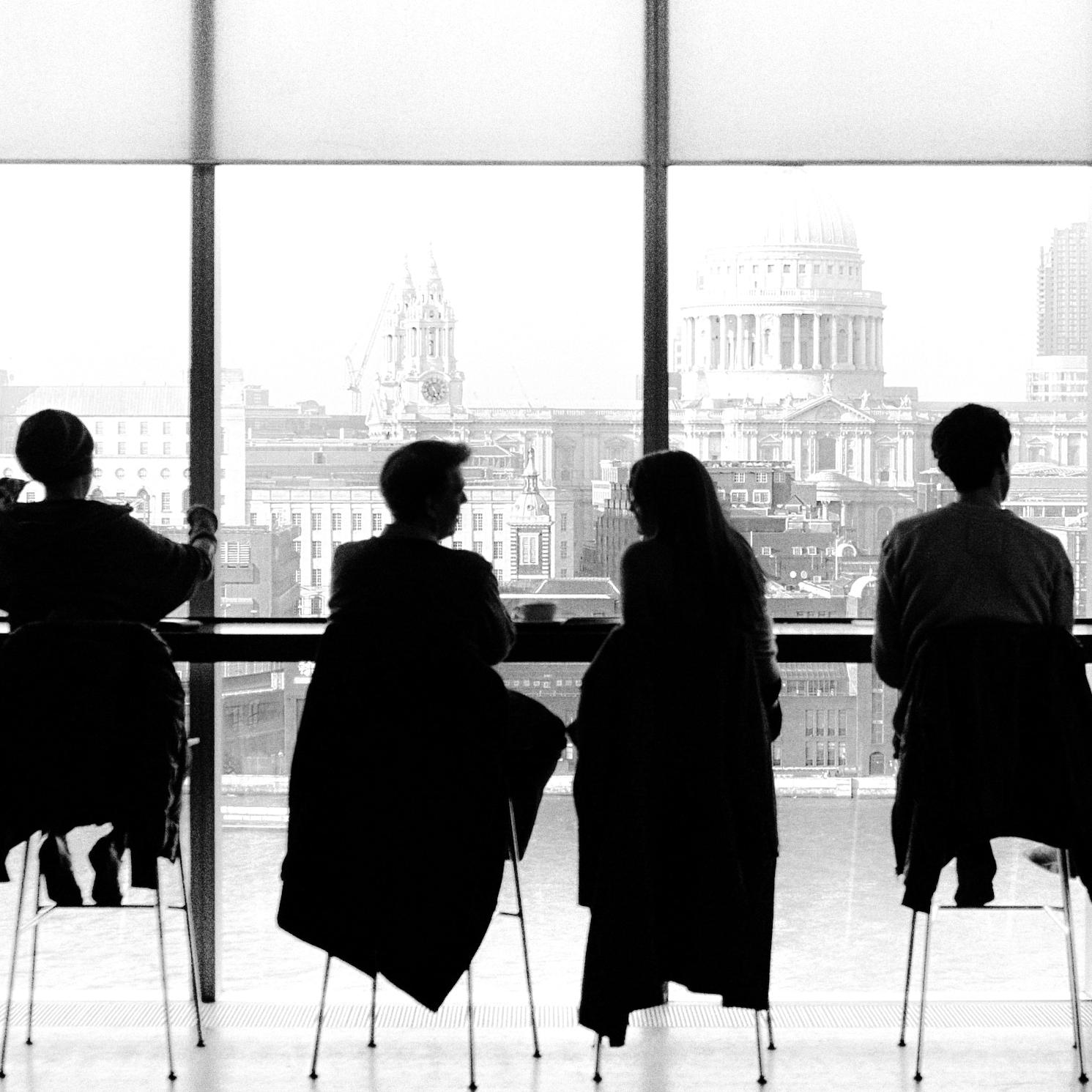 Consultoría de búsqueda y selección de Directivos - A través de metodología de búsqueda directa, profundo conocimiento de los sectores que trabajamos y herramientas innovadoras ofrecemos una identificación completa del mercado, detectando a los mejores profesionales, disponibles en cada caso y que mejor se ajusten al perfil demandado por la Corporación que recluta.