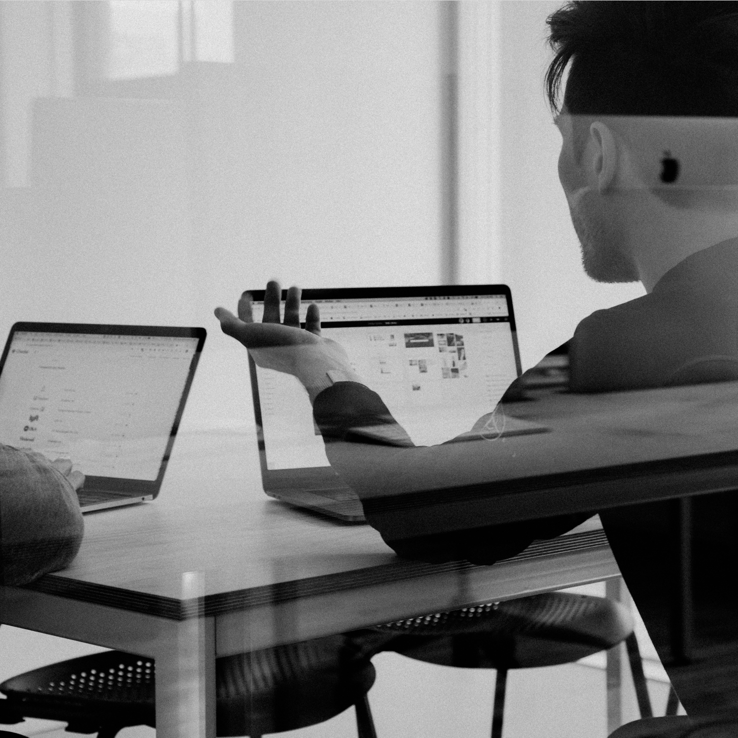Startups vs Corporates - Profundos conocedores del ecosistema digital y emprendedor a nivel global, trabajamos para los proyectos más ambiciosos del mundo Fintech e Insurtech con estrecha relación con los principales fondos de capital riesgo y Asociaciones de Inversores, así como Instituciones disruptivas y los Hubs de innovación de las principales Corporates.Ofrecemos a las Corporates servicio de consultoría estratégica para innovar mediante la colaboración estrecha con emprendedores y startup estrechamente ligadas a su sector y con iniciativas sorprendentes y con foco en la monetización desde el minuto cero.