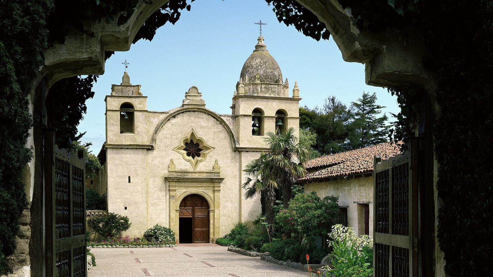 San Carlos Borroméo De Carmelo Mission, Carmel, California.jpg