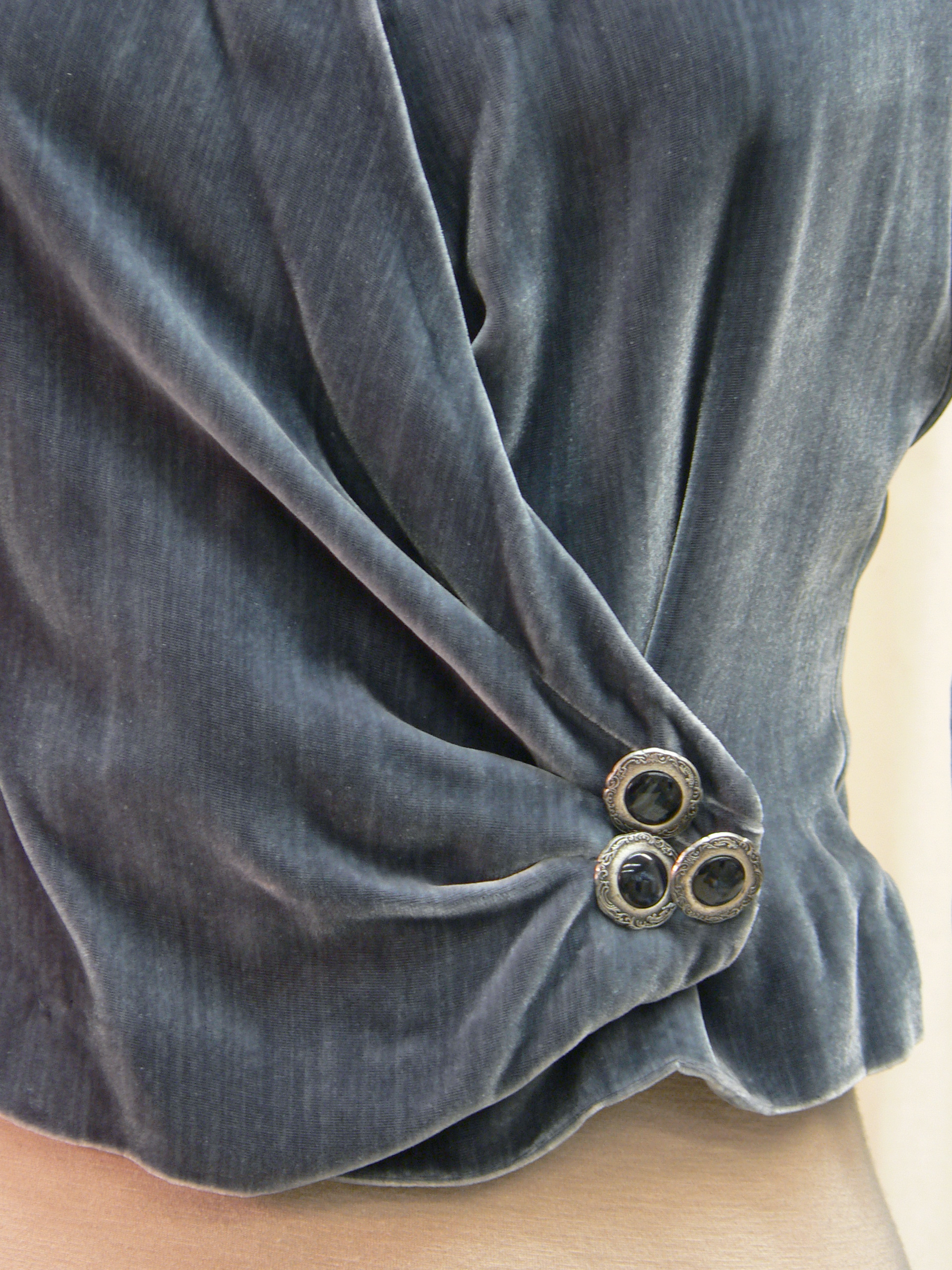 outerwear04_blouse_detail.jpg