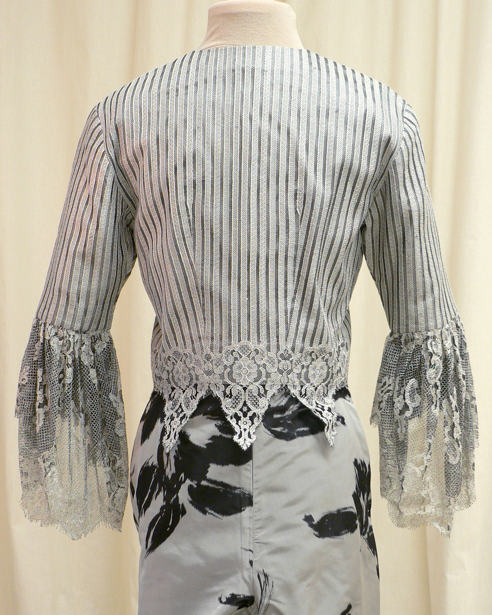 ensemble02_back_detail.jpg
