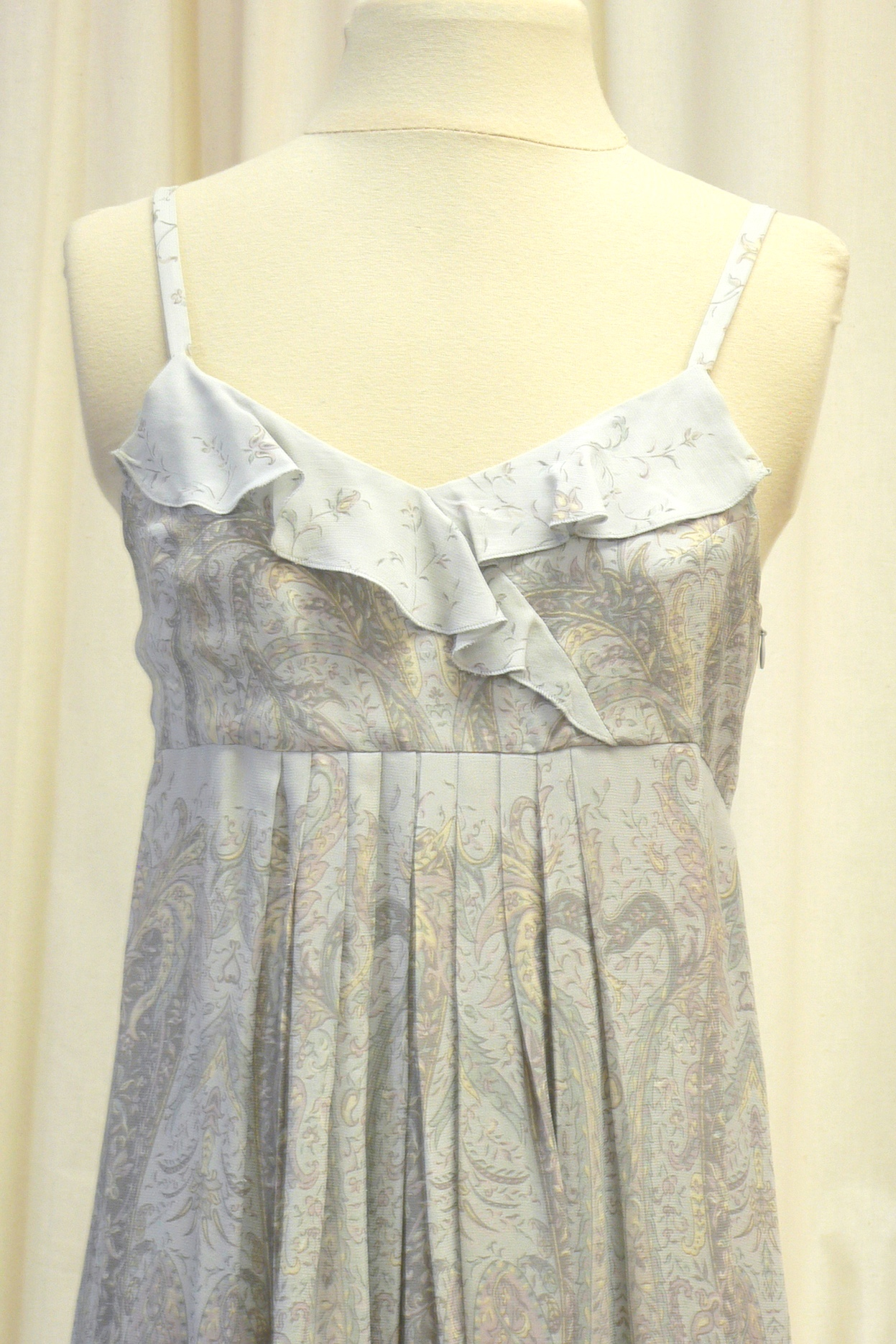 casual019_front_detail.jpg