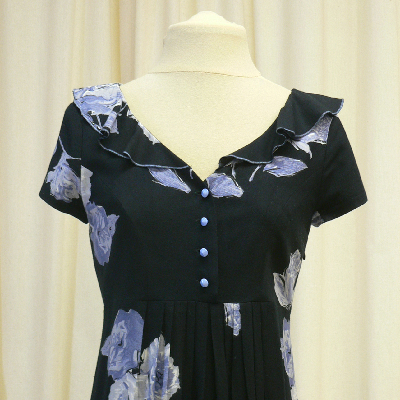 casual026_front_detail.jpg