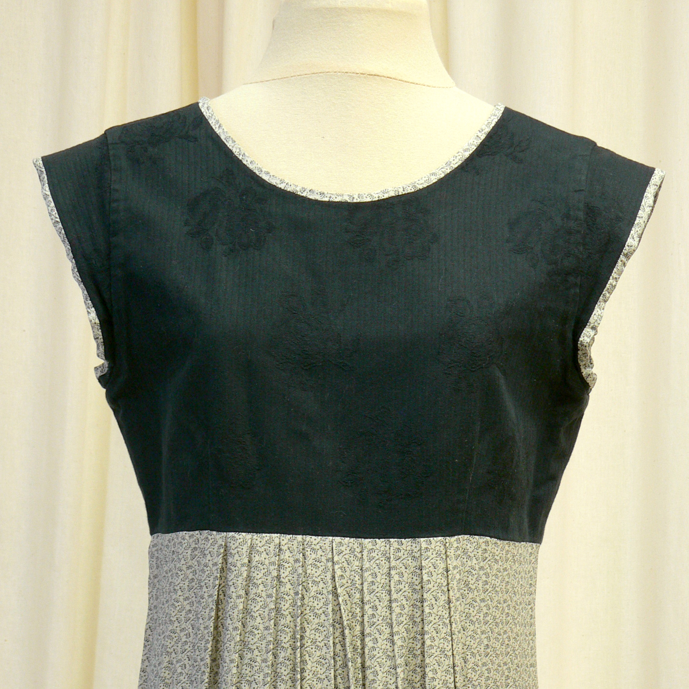 casual027_front_detail.jpg