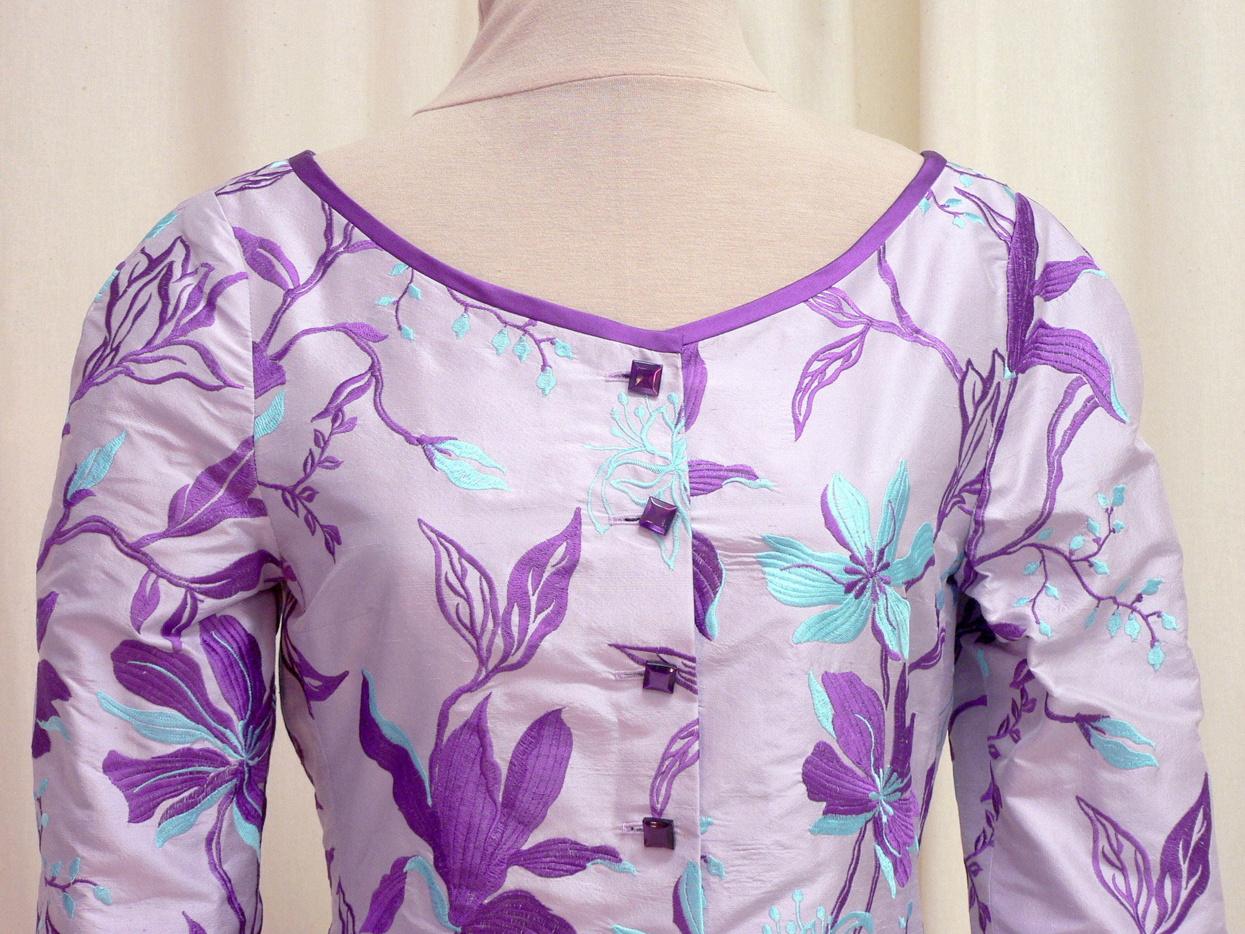 2013-03 neckline detail.jpg